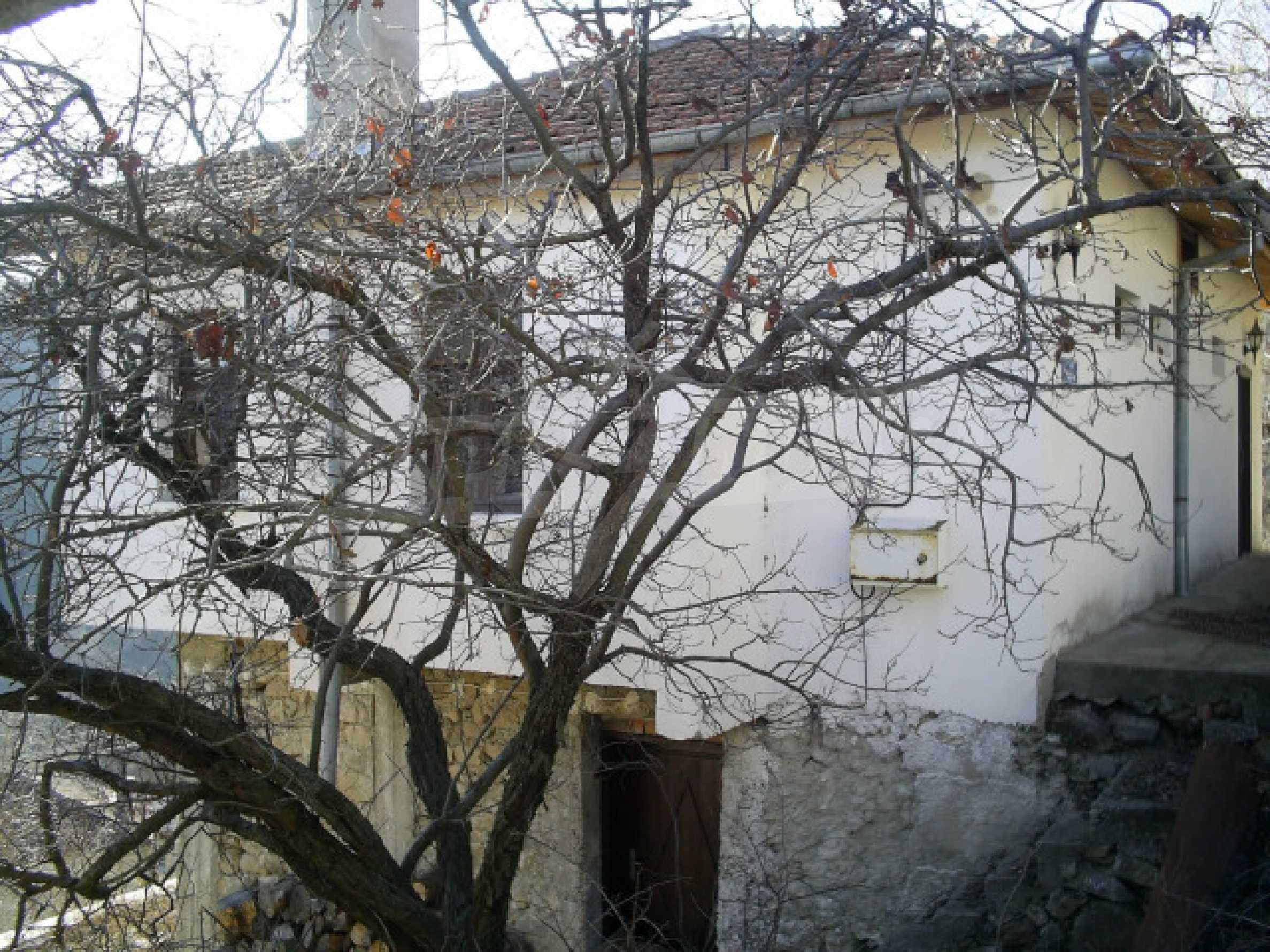 Солидна къща в родопското село Давидково 17