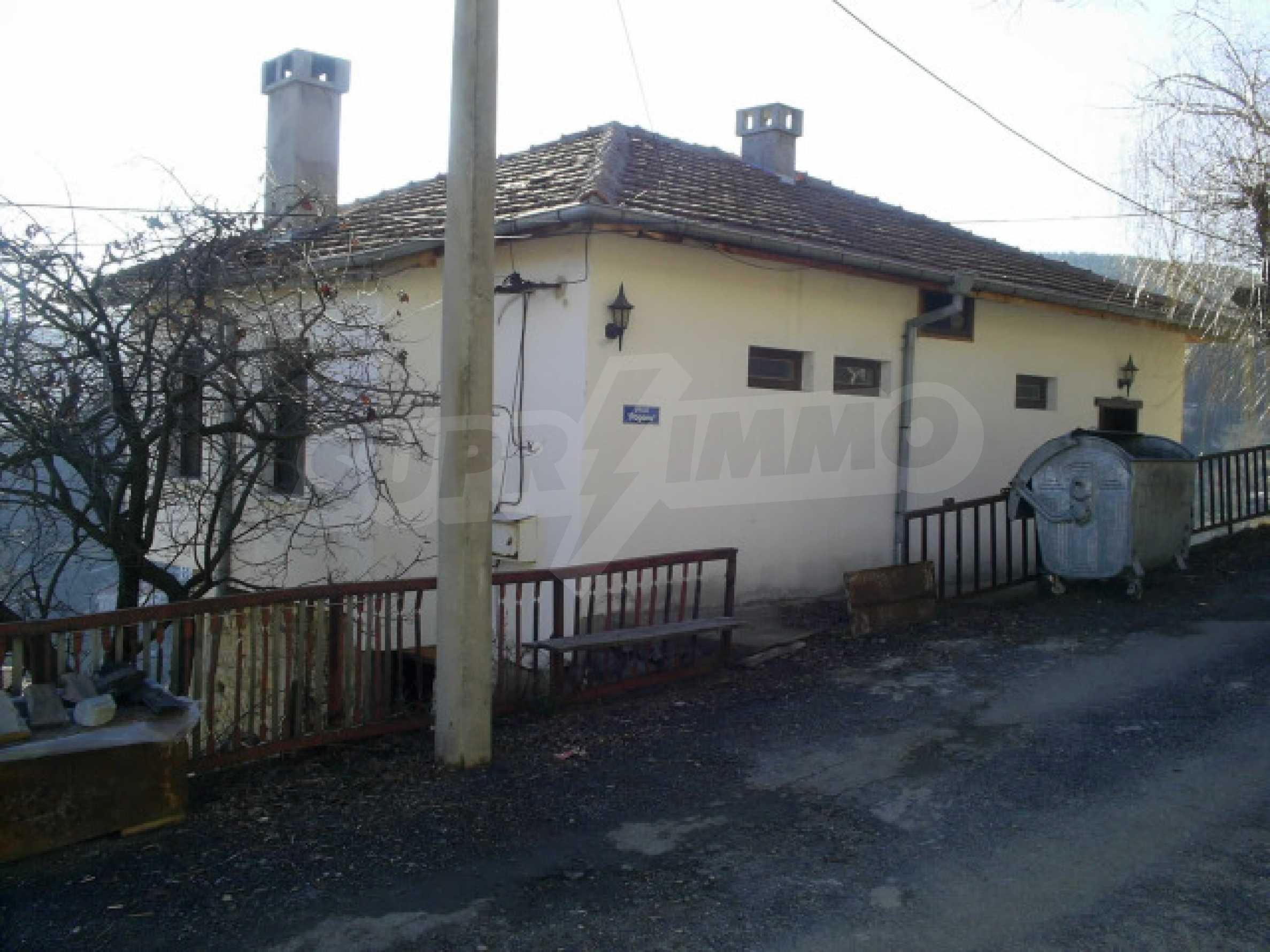 Солидна къща в родопското село Давидково 18
