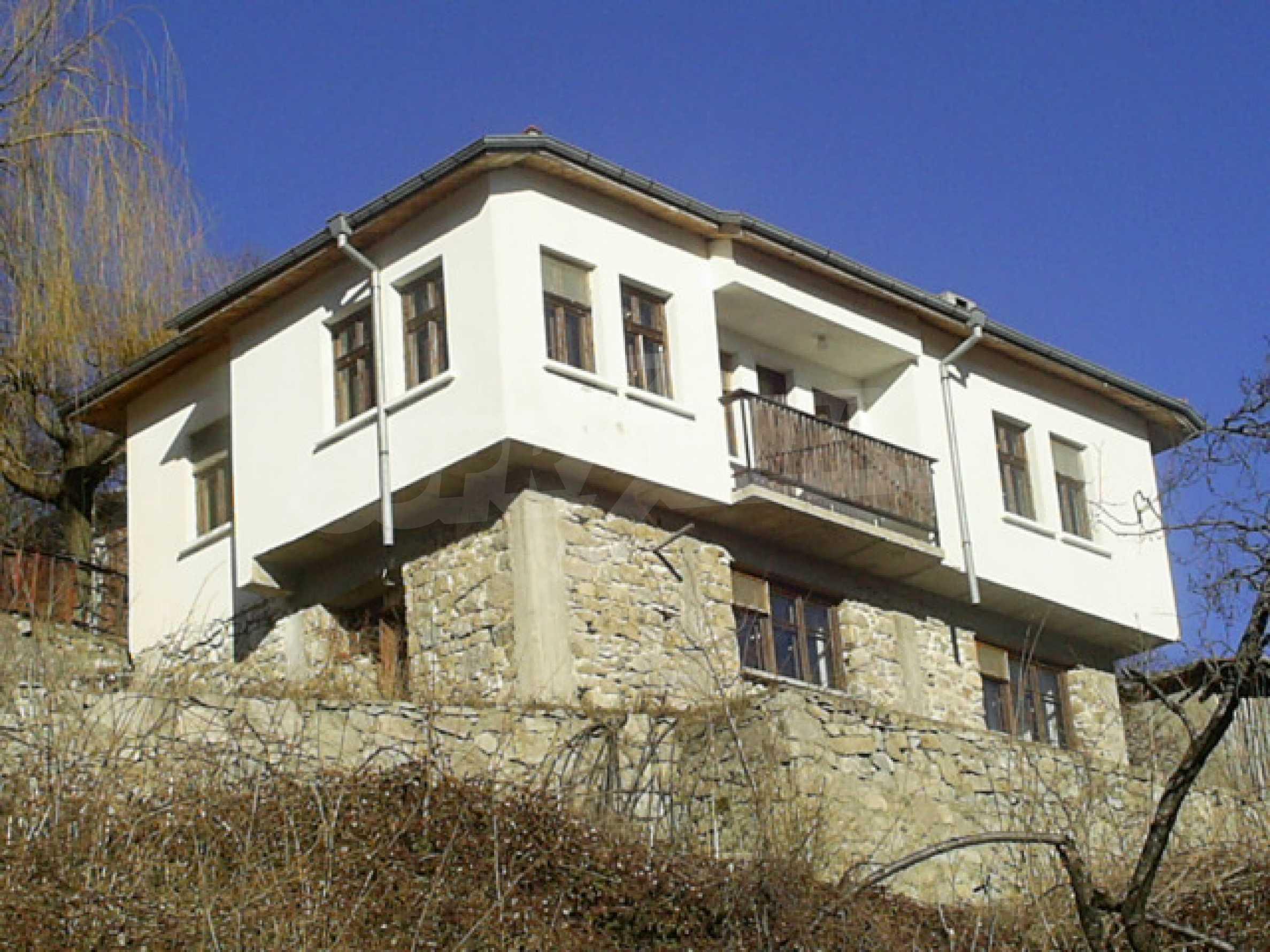 Солидна къща в родопското село Давидково 1