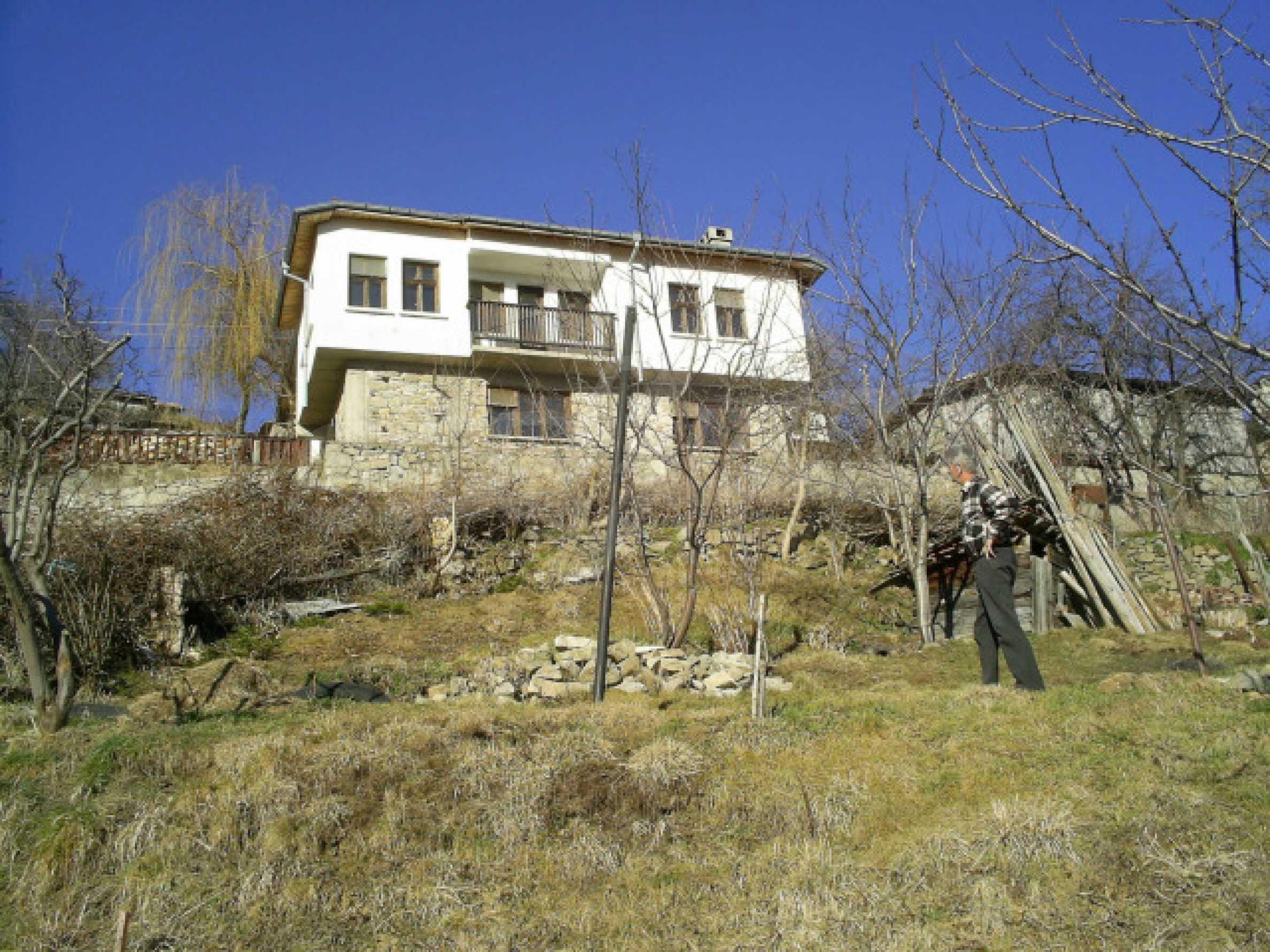 Солидна къща в родопското село Давидково 19