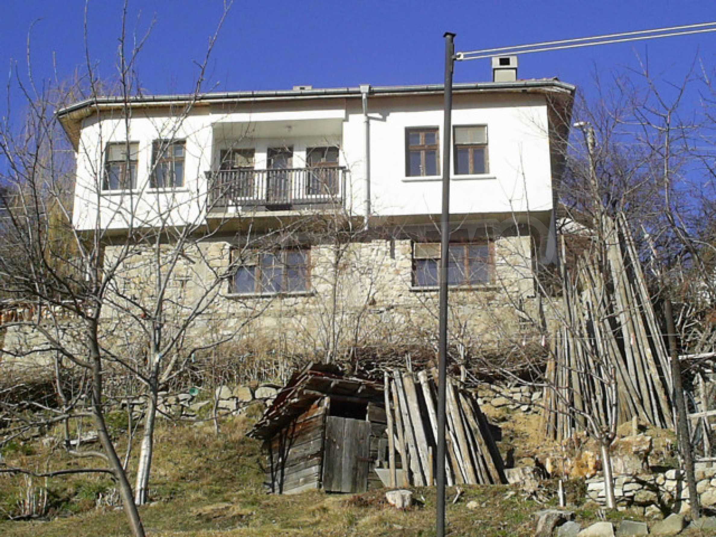 Солидна къща в родопското село Давидково 2