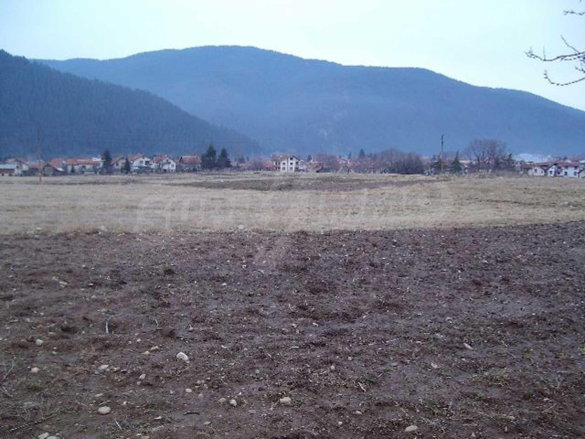 Большой участок в горном районе вблизи Боровец