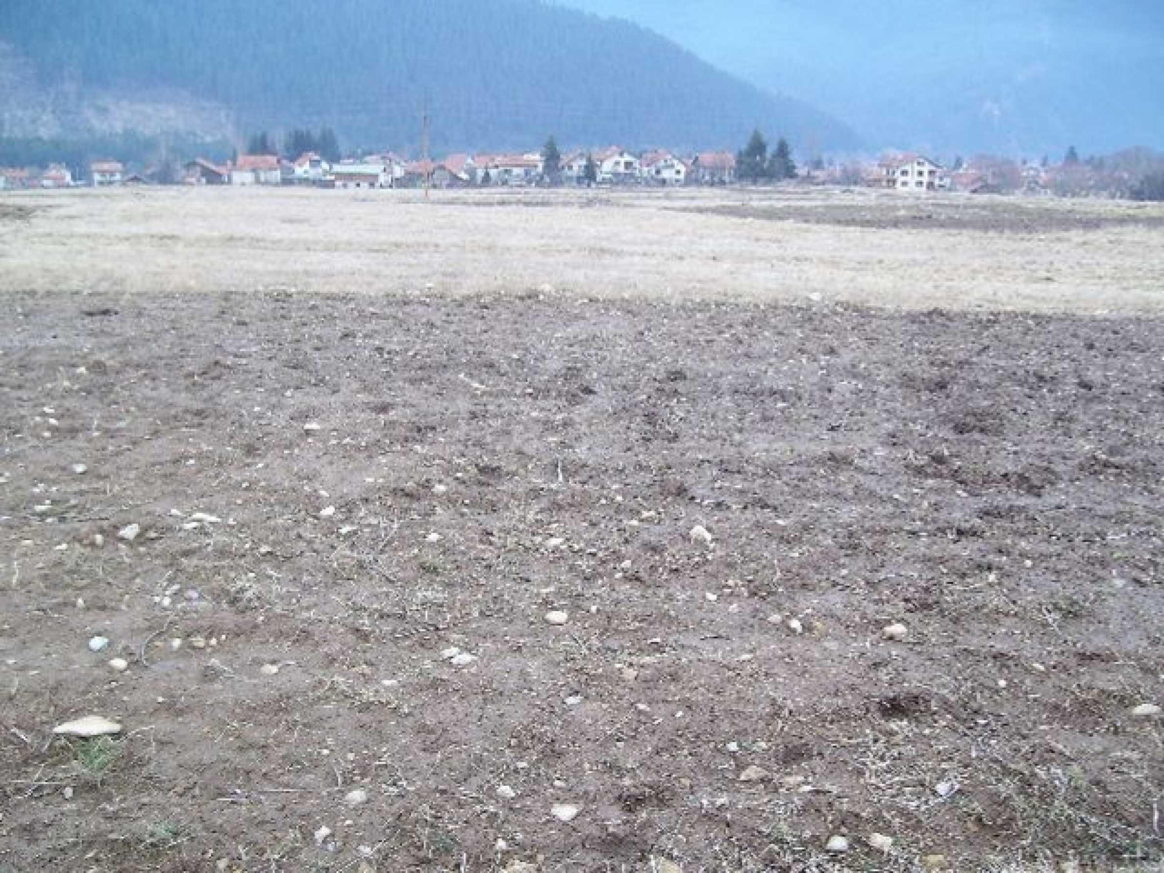 Большой участок в горном районе вблизи Боровец  2
