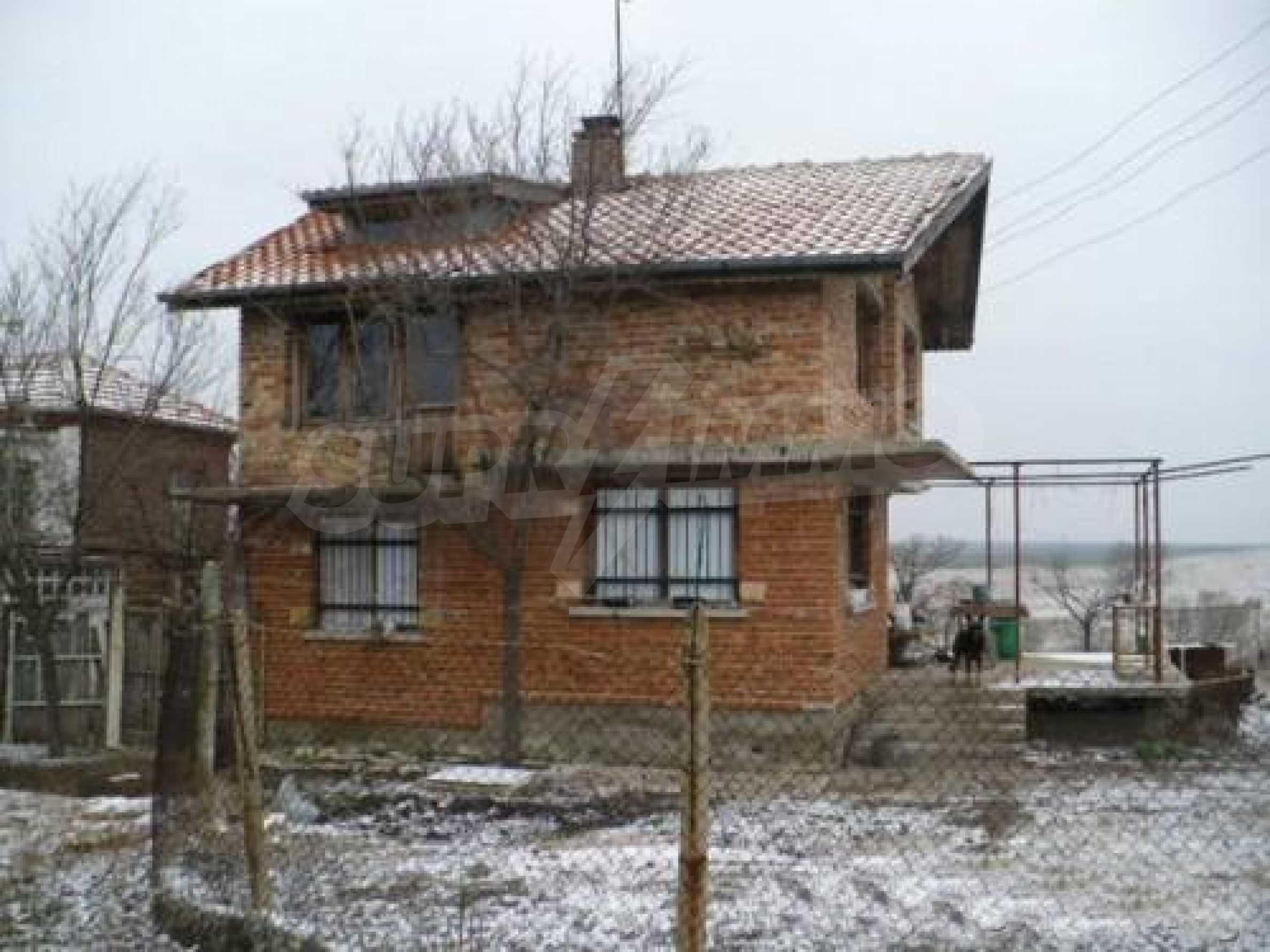 Двуетажна къща в отлично състояние близо до Бургас 1