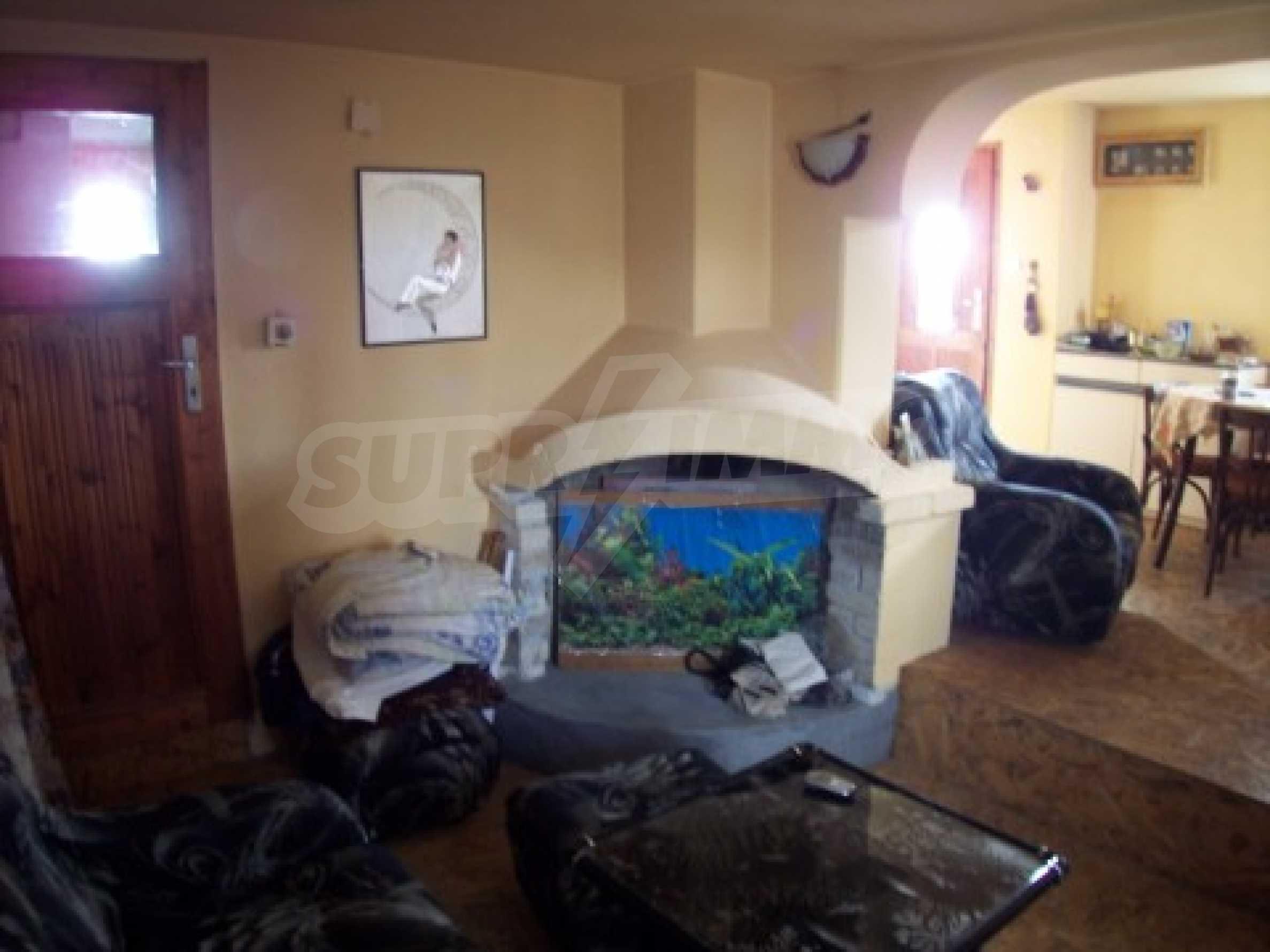 Двуетажна къща в отлично състояние близо до Бургас 3