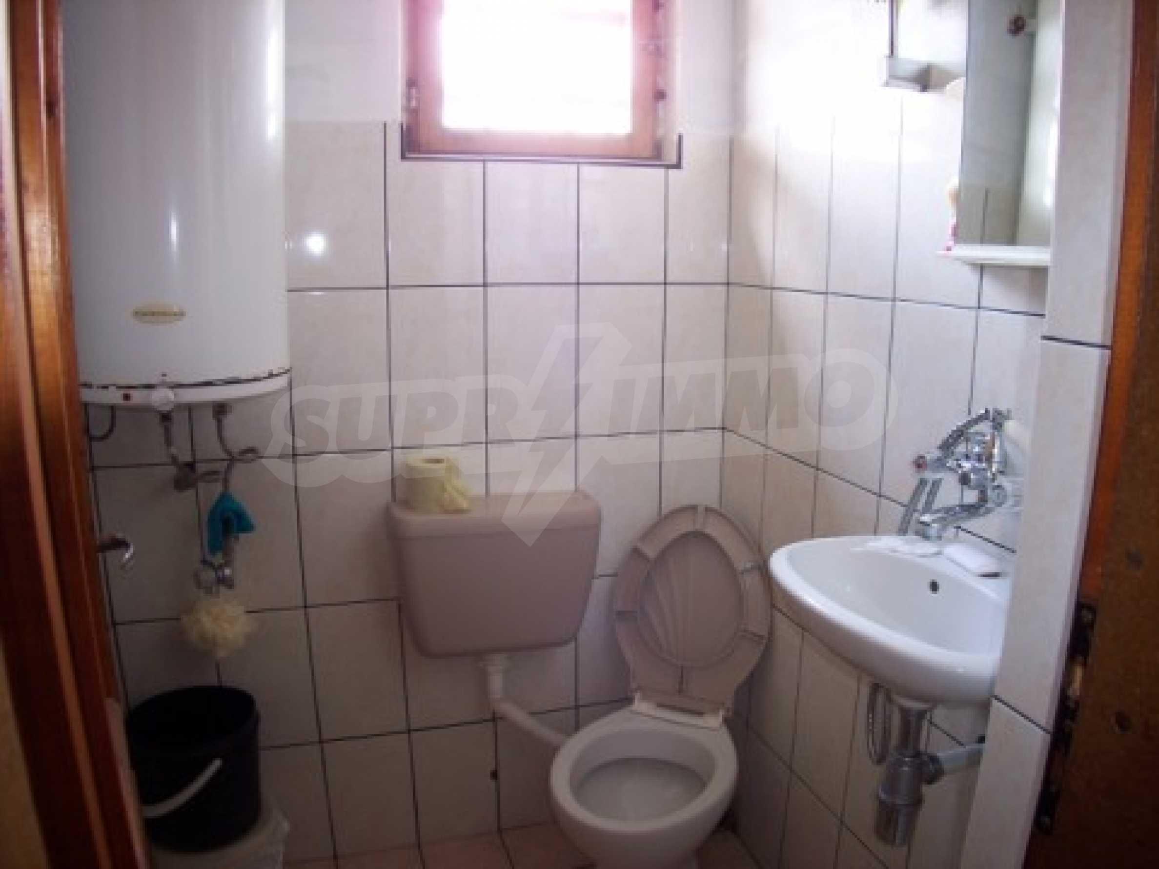 Двуетажна къща в отлично състояние близо до Бургас 4