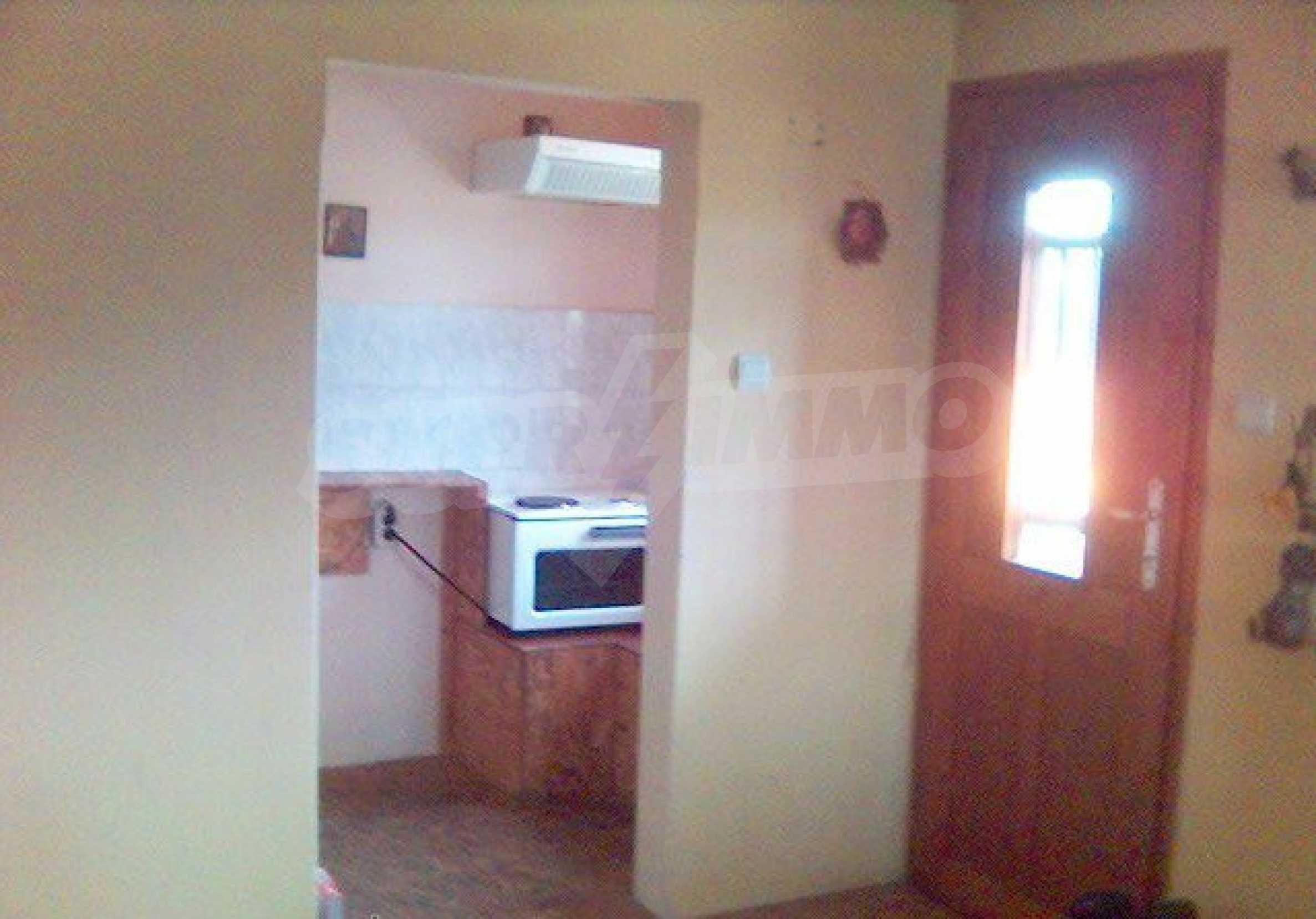 Двуетажна къща в отлично състояние близо до Бургас 7