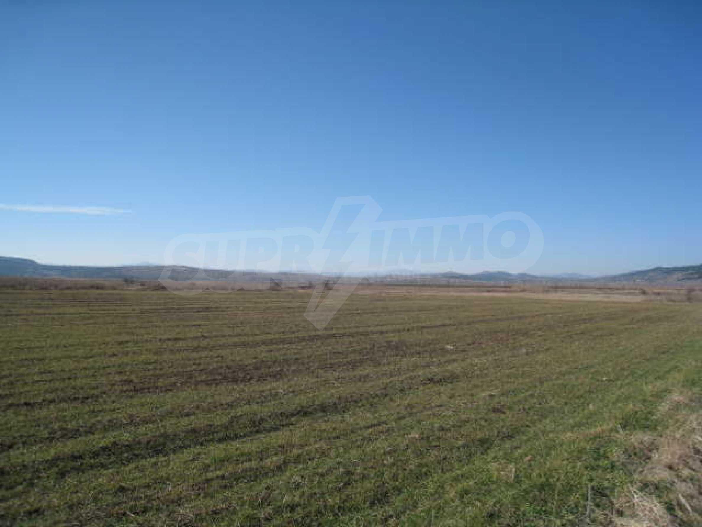 Хороший участок сельскохозяйственной земли