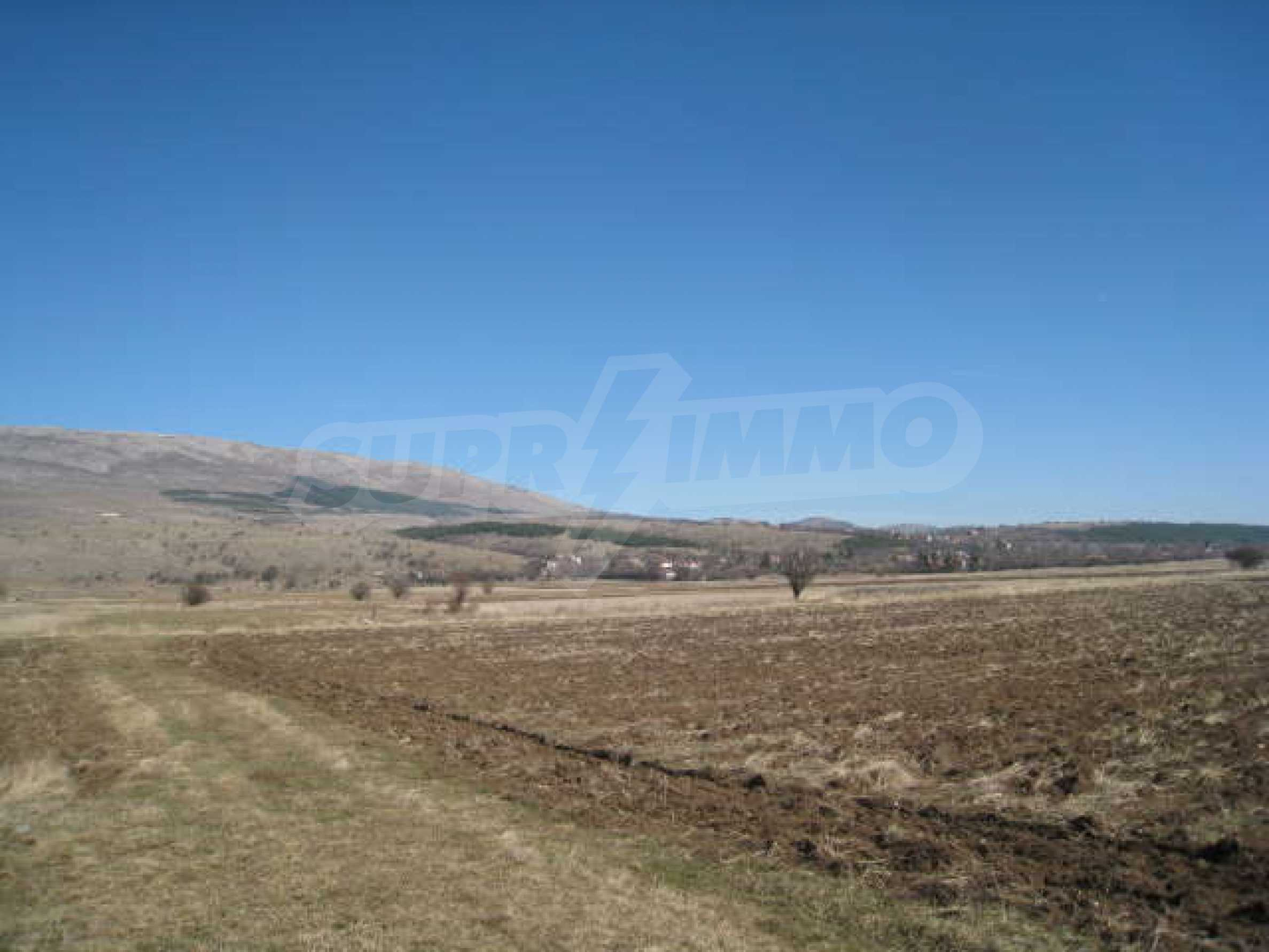 Large plot of agricultural land 11