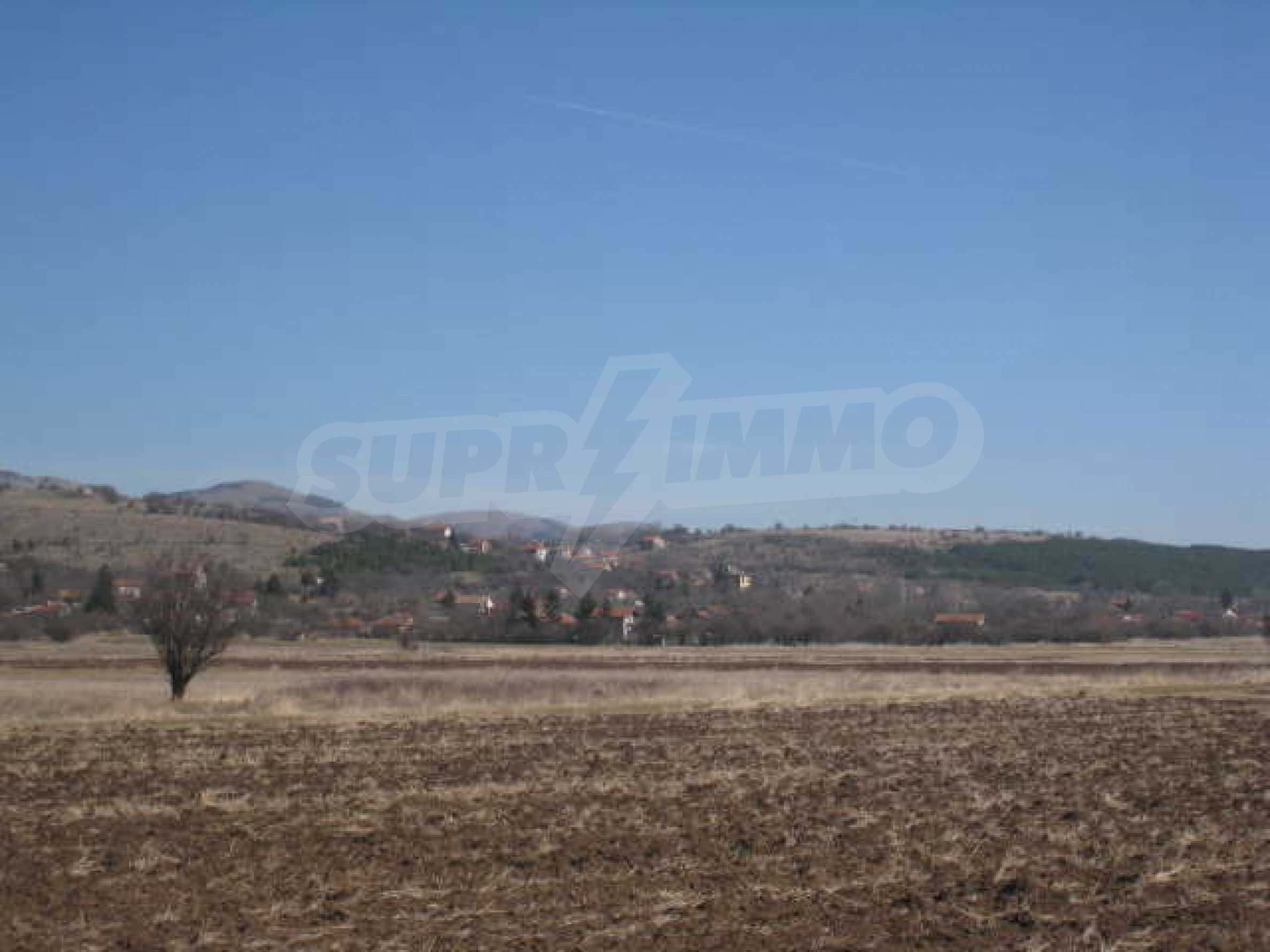 Large plot of agricultural land 12