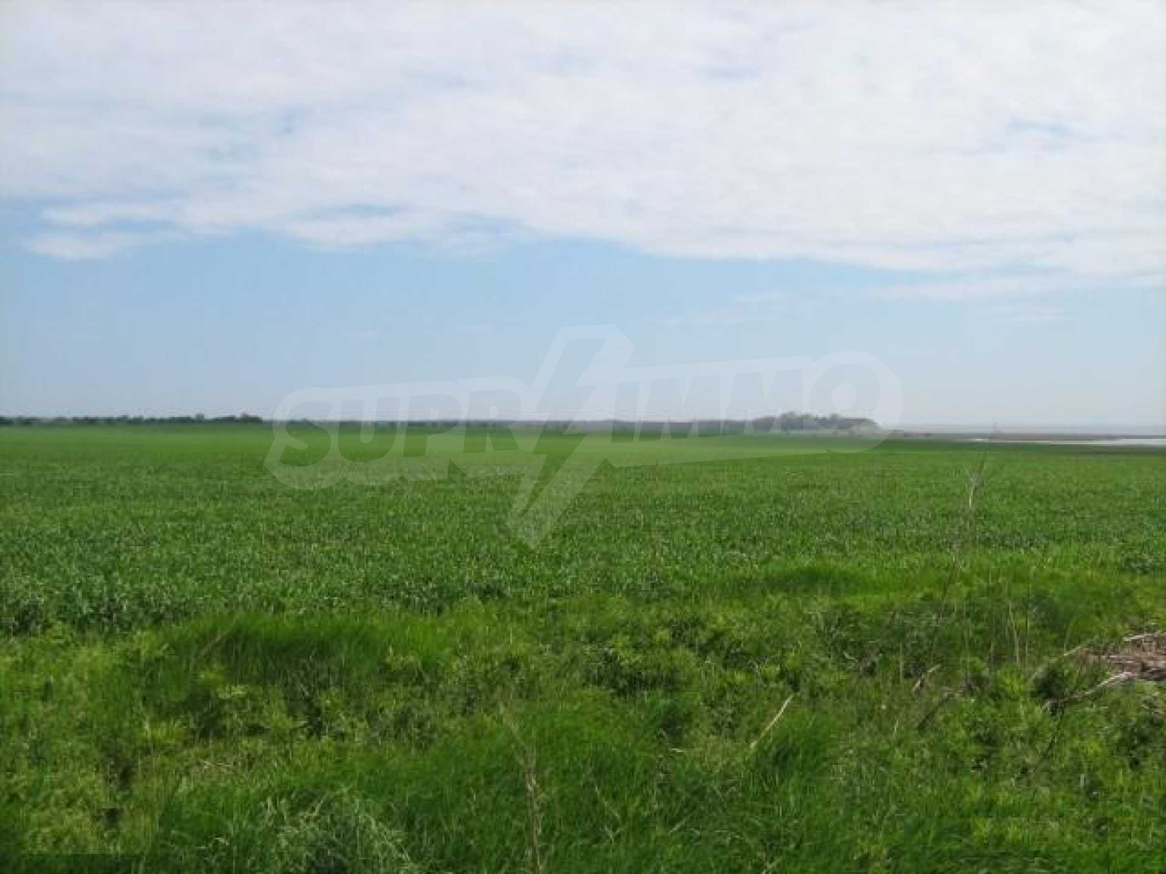 Large plot of land in Durankulak close to the sea