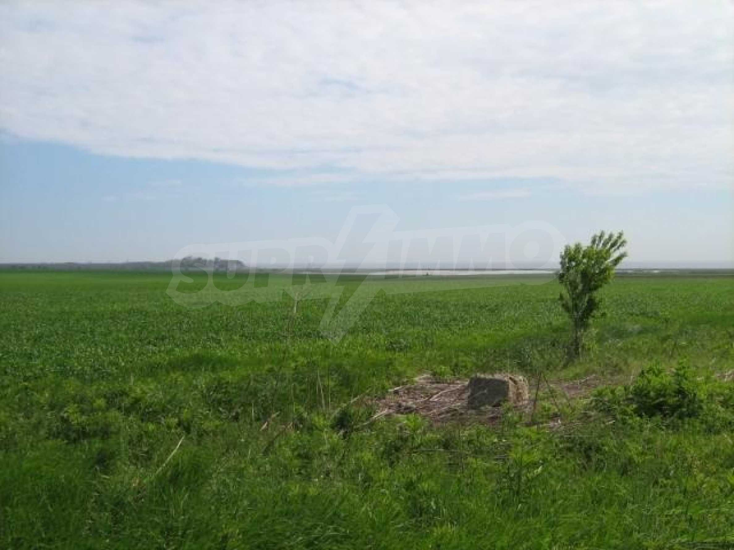 Large plot of land in Durankulak close to the sea 1