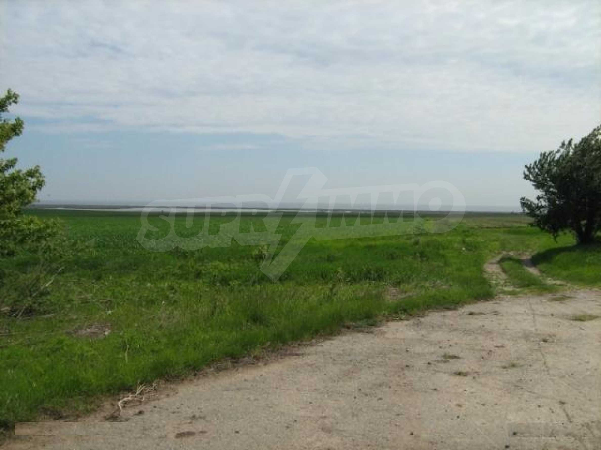 Large plot of land in Durankulak close to the sea 2
