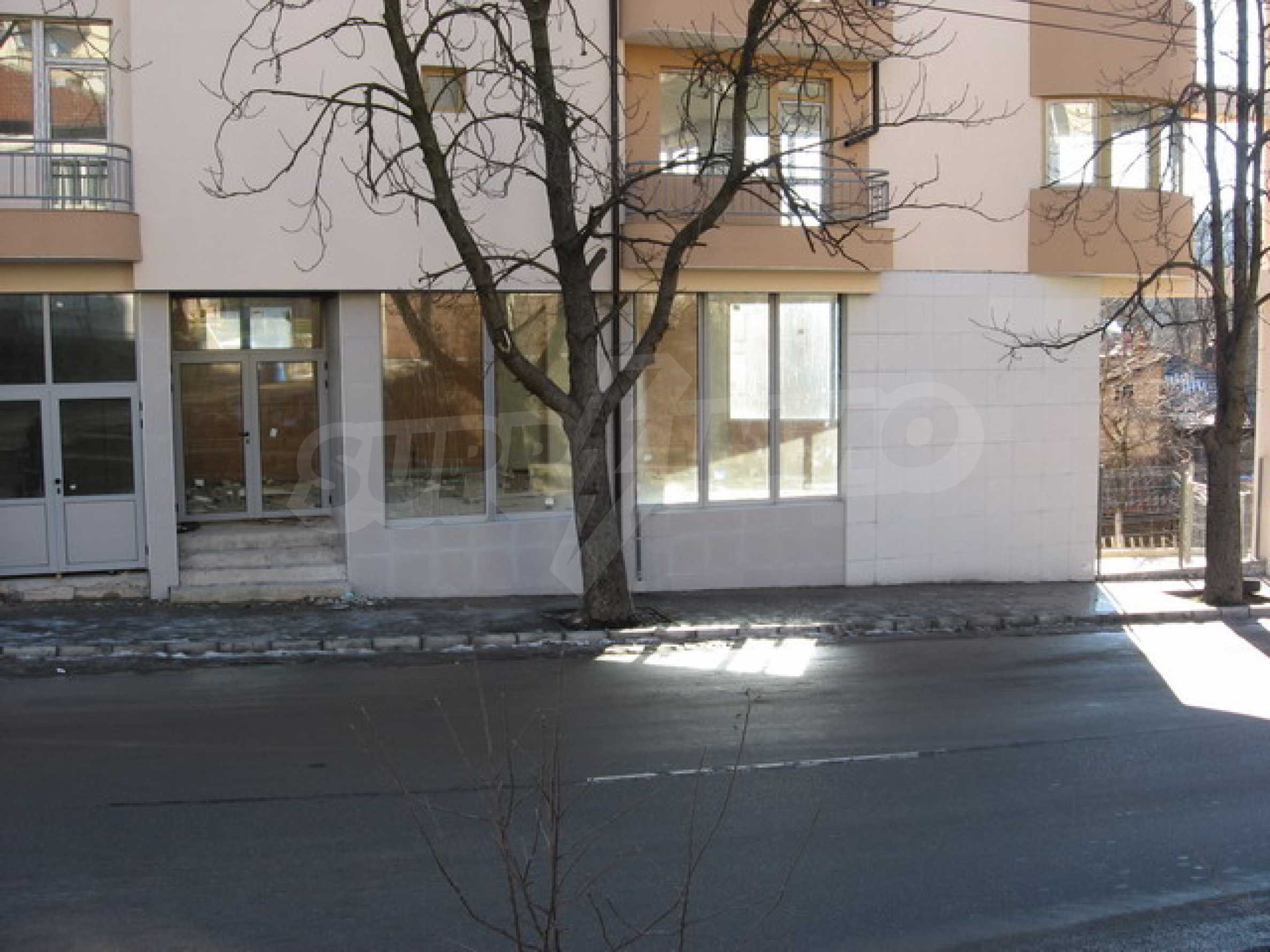 Shop and a cafe for rent in Gabrovo