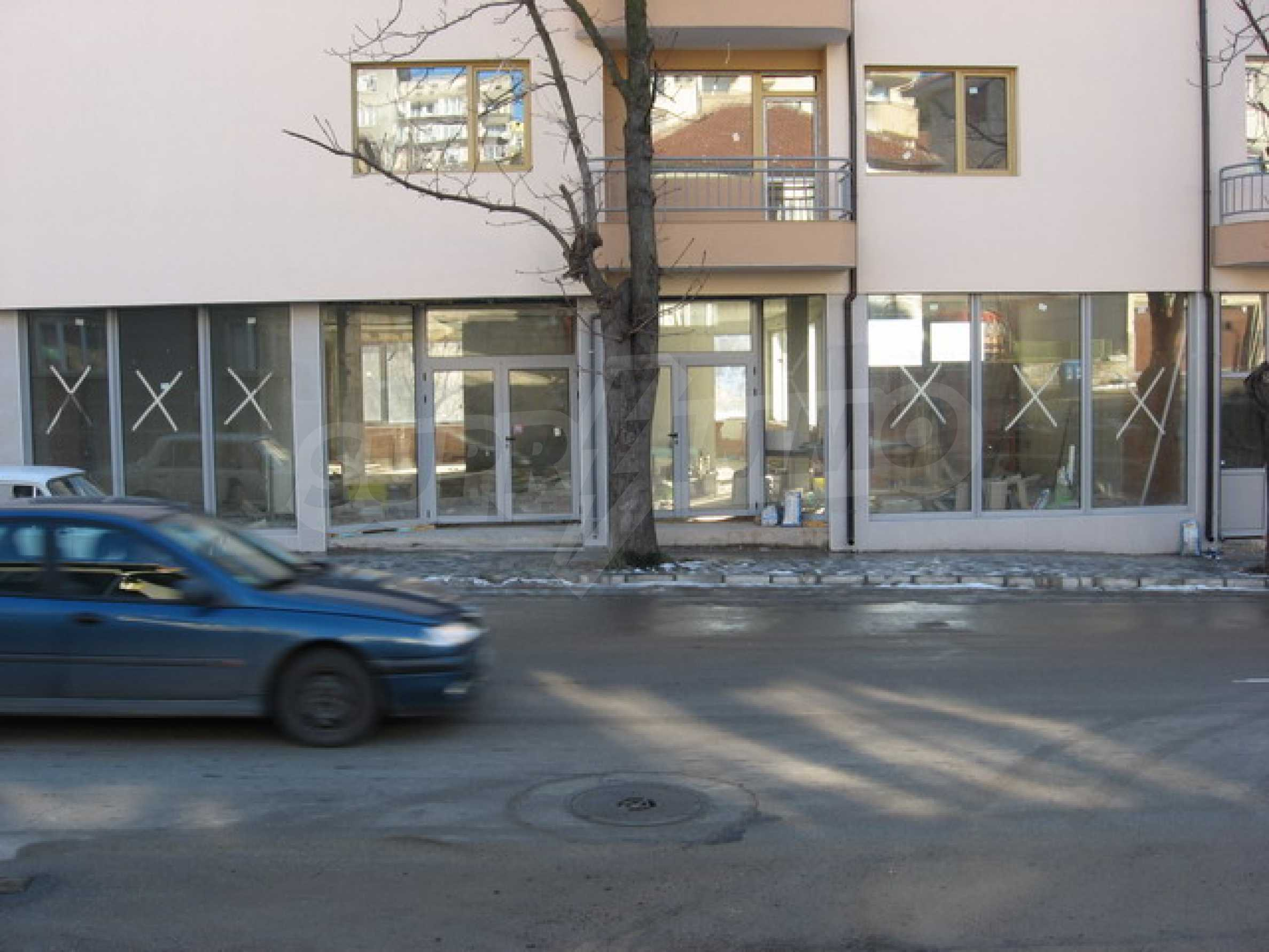 Shop and a cafe for rent in Gabrovo 1