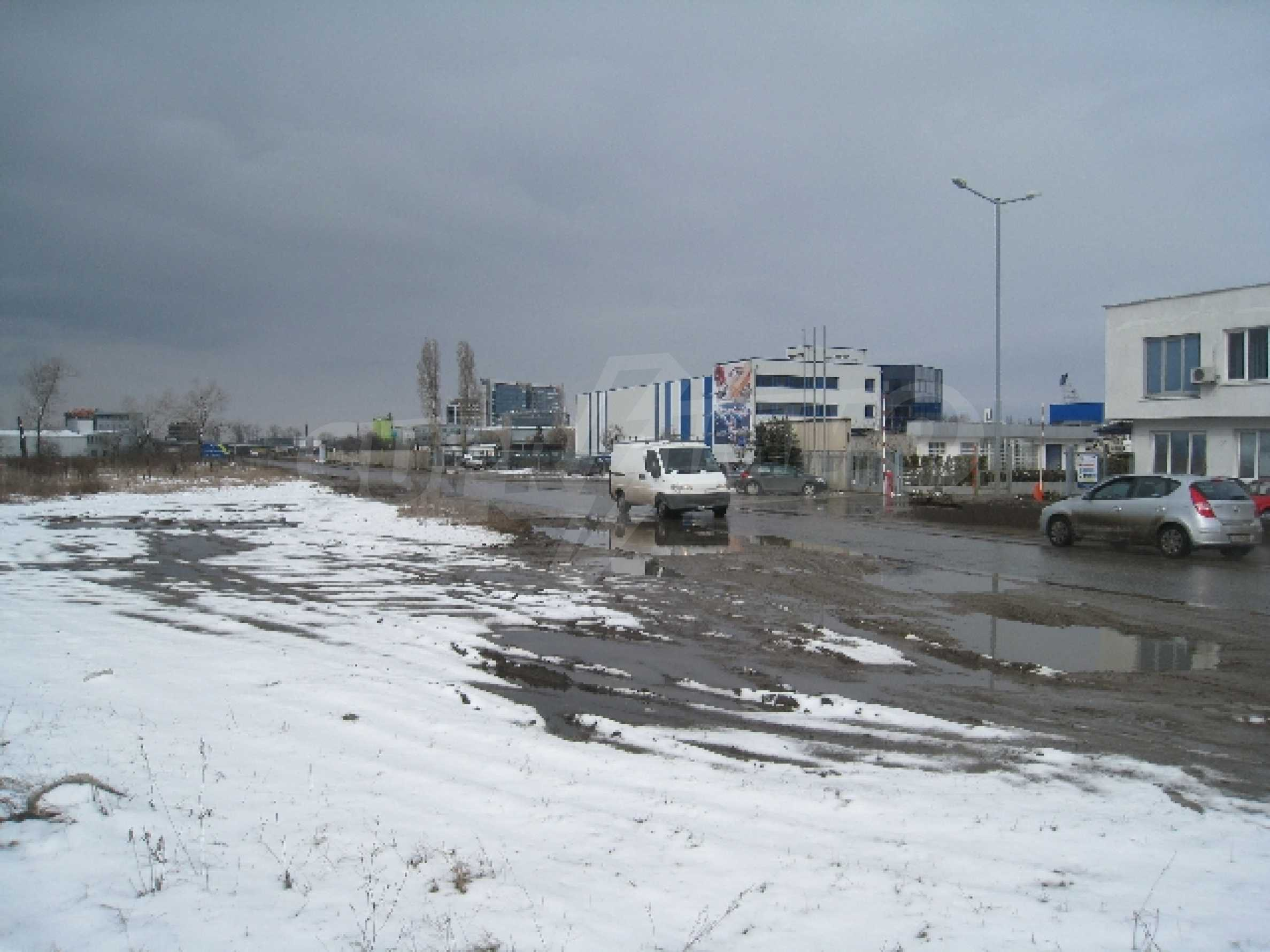 Baugrundstück neben dem Flughafen