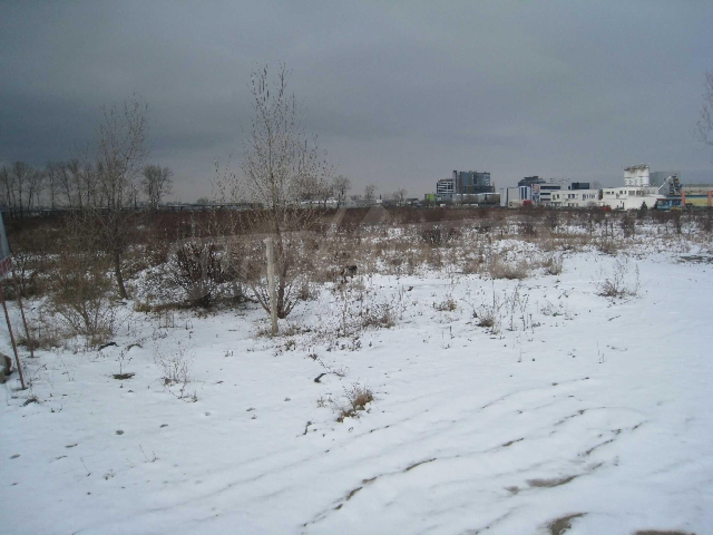 Baugrundstück neben dem Flughafen 6