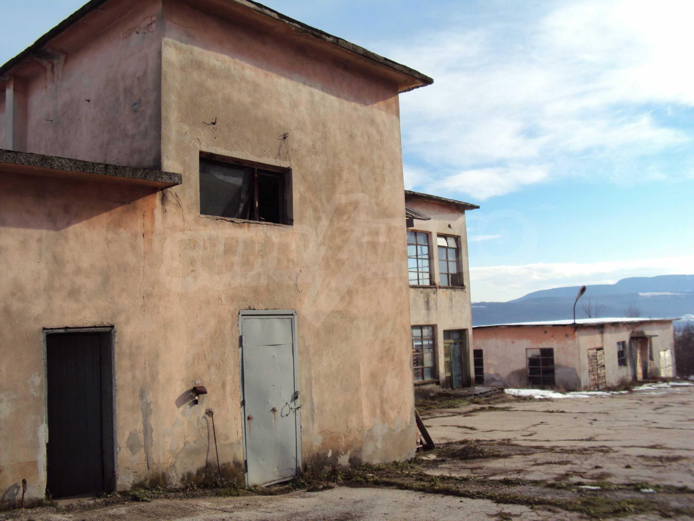 Фабрика в близост до Велико Търново 27