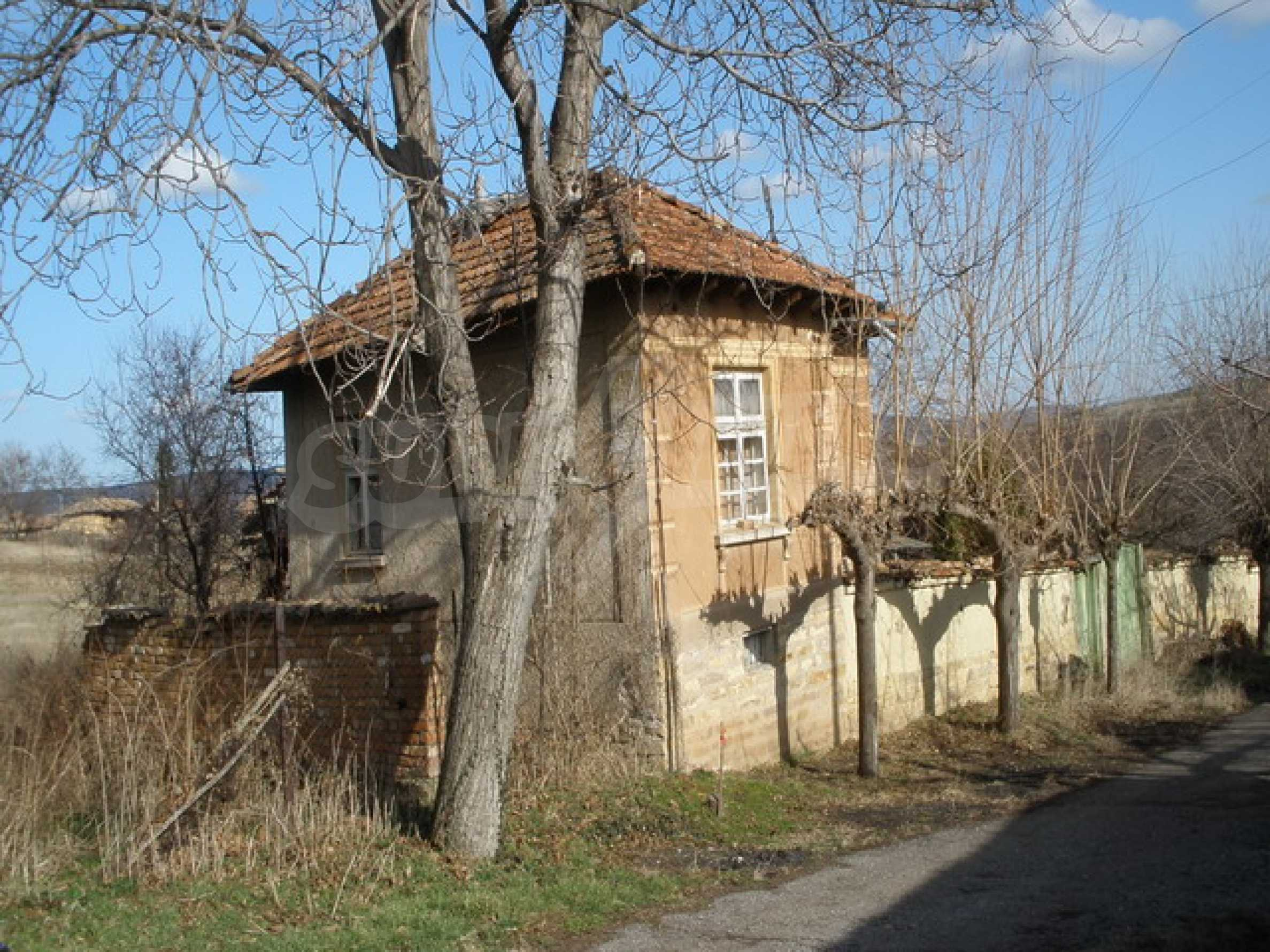 Two-storey village house with 1400 sq.m. yard