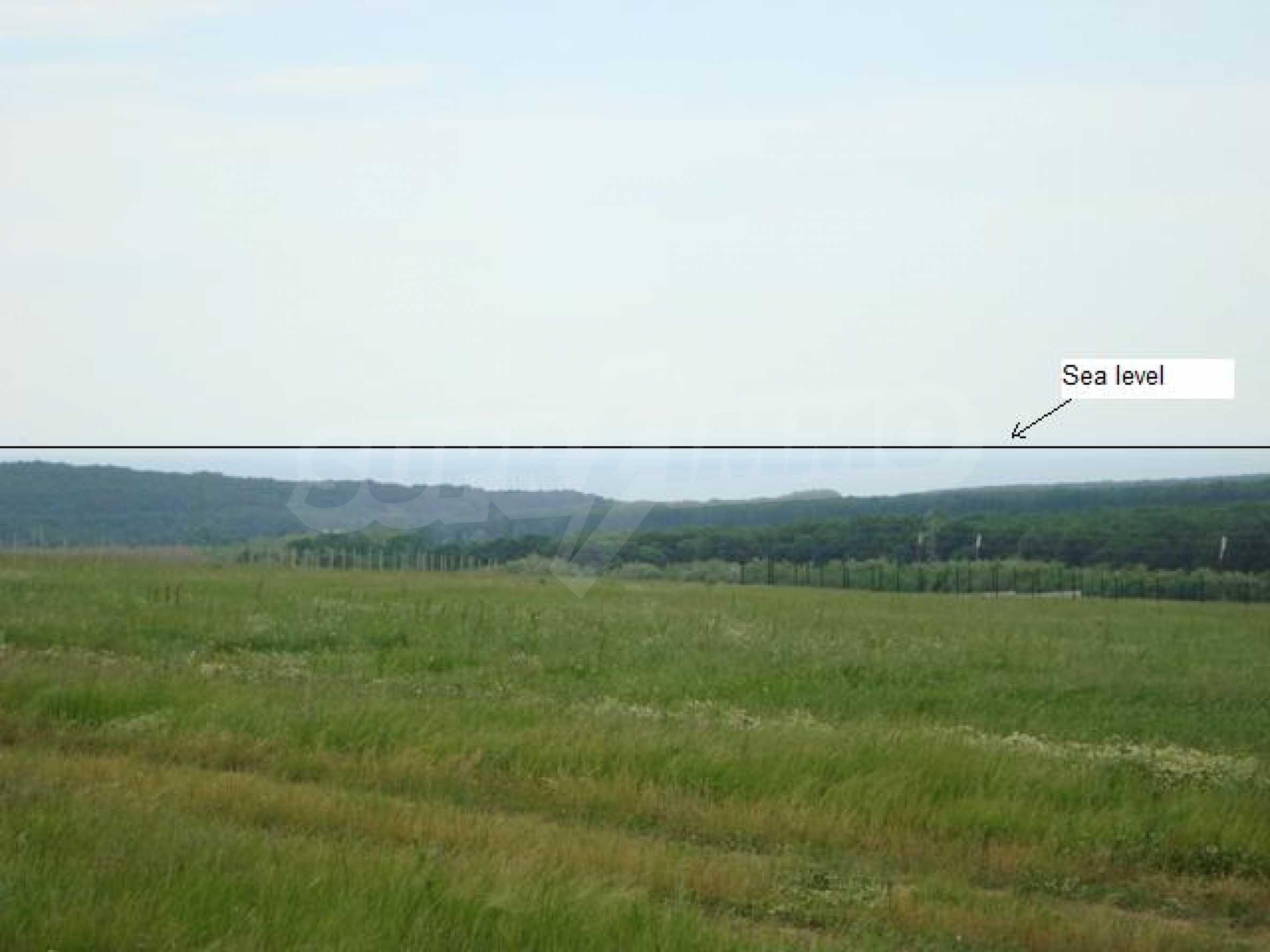 Продается большой участок земли возле озера Камчия