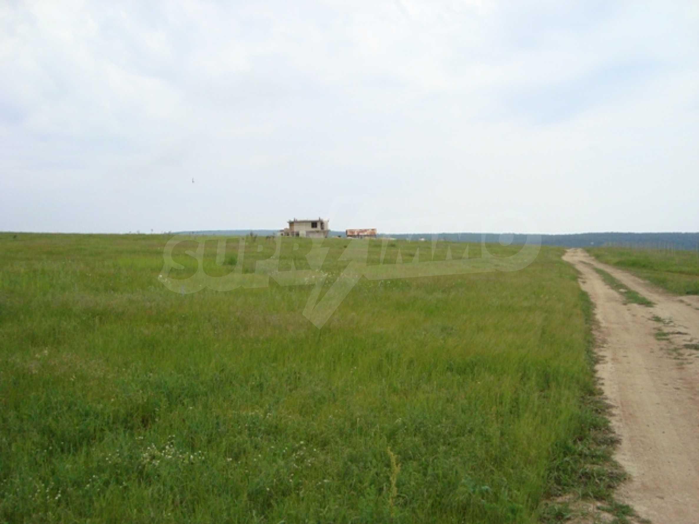 Продается большой участок земли возле озера Камчия 1