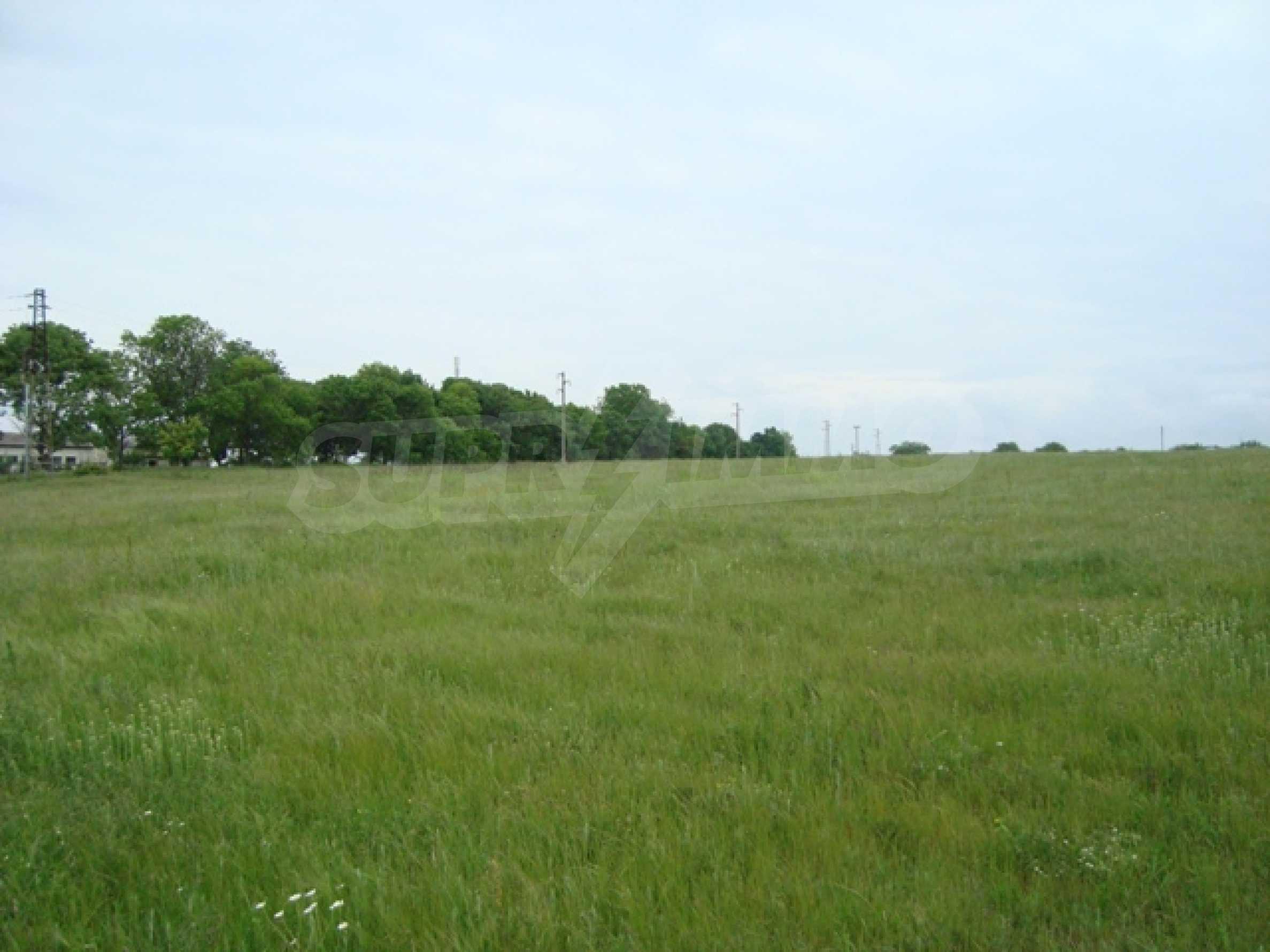 Продается большой участок земли возле озера Камчия 3