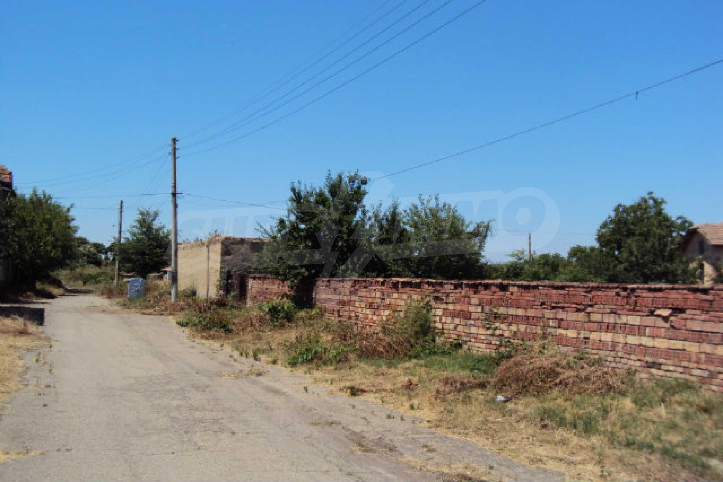 Einstöckiges Haus im Dorf Butovo 9