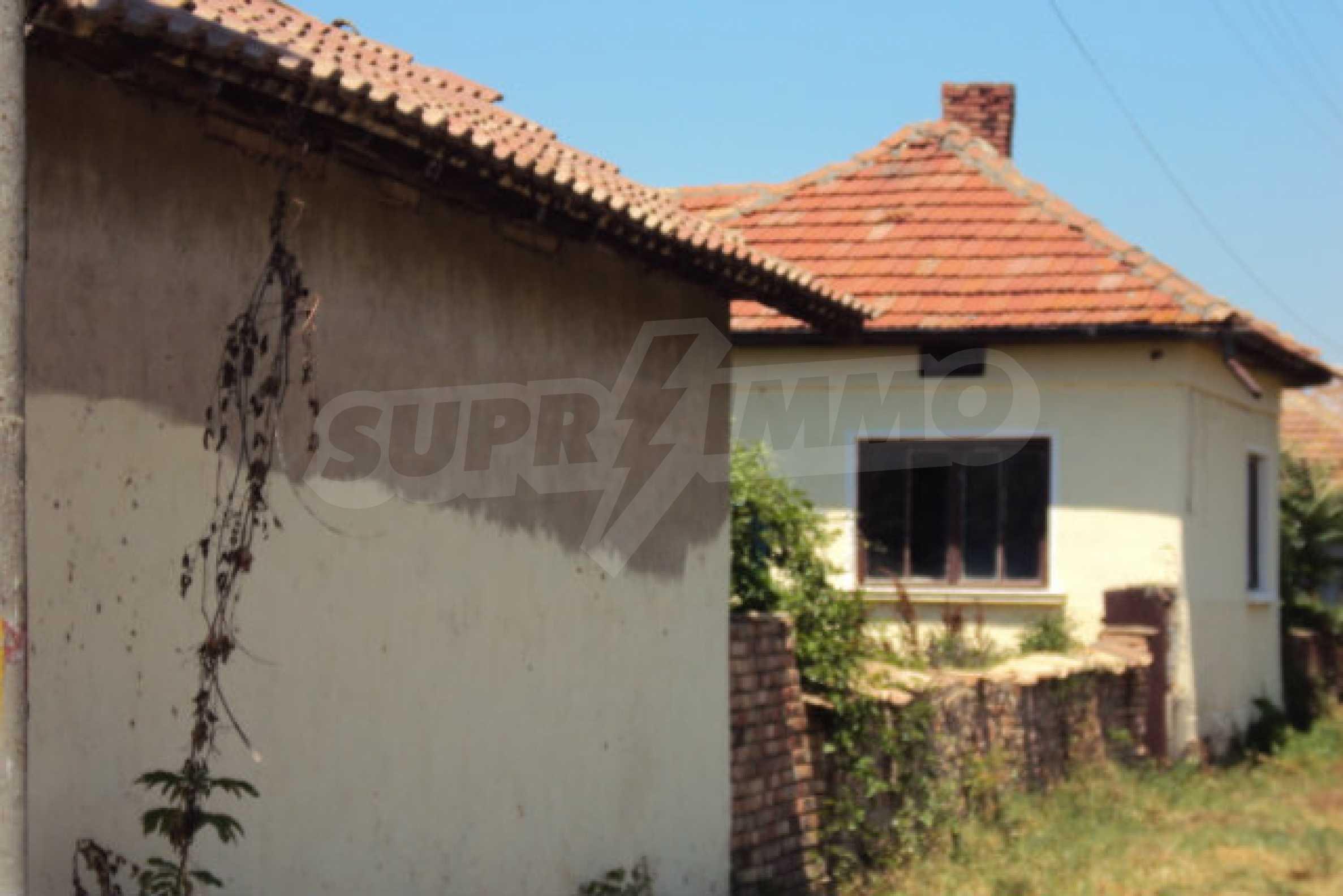 Einstöckiges Haus im Dorf Butovo 11
