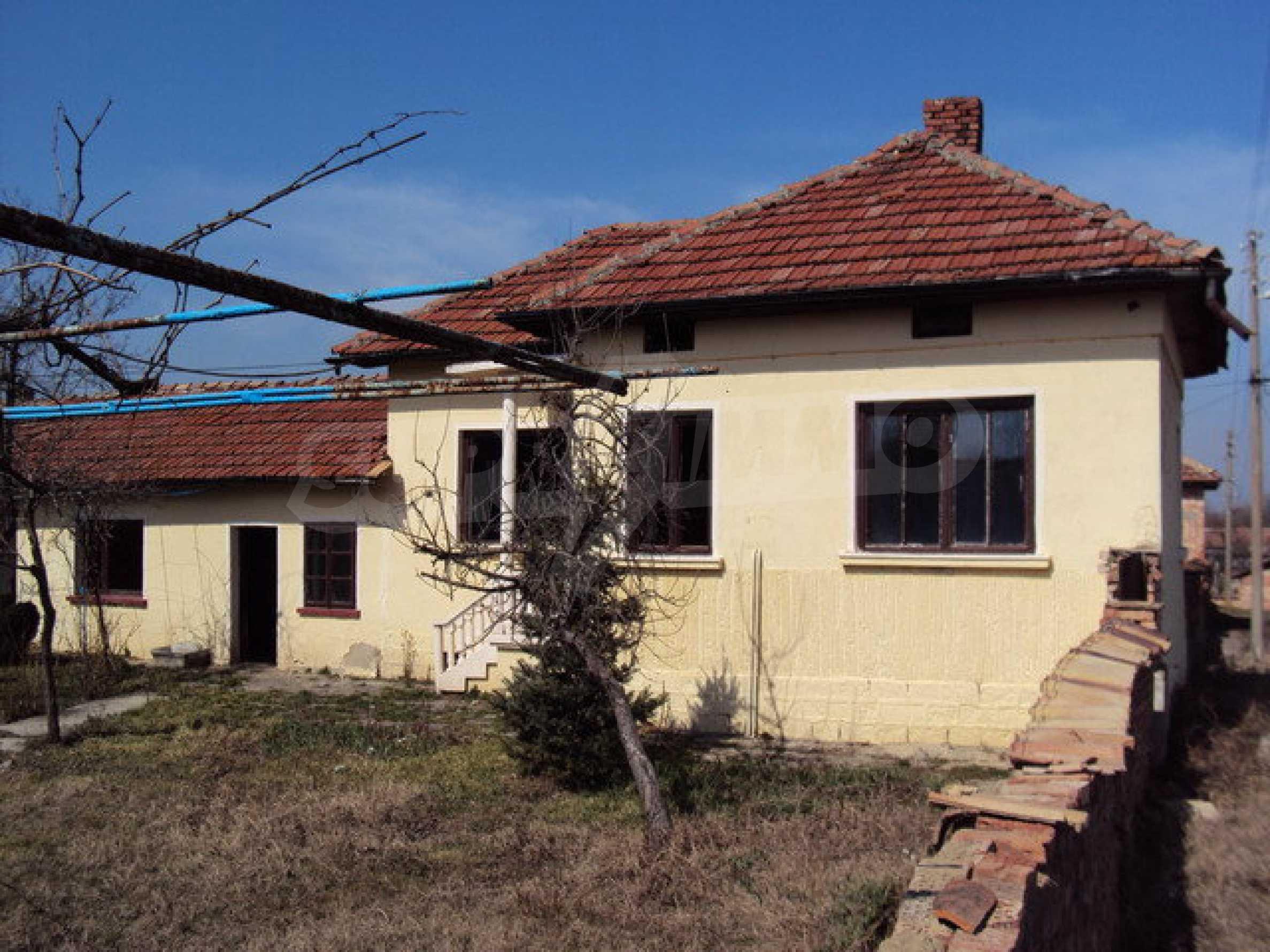 Einstöckiges Haus im Dorf Butovo 12