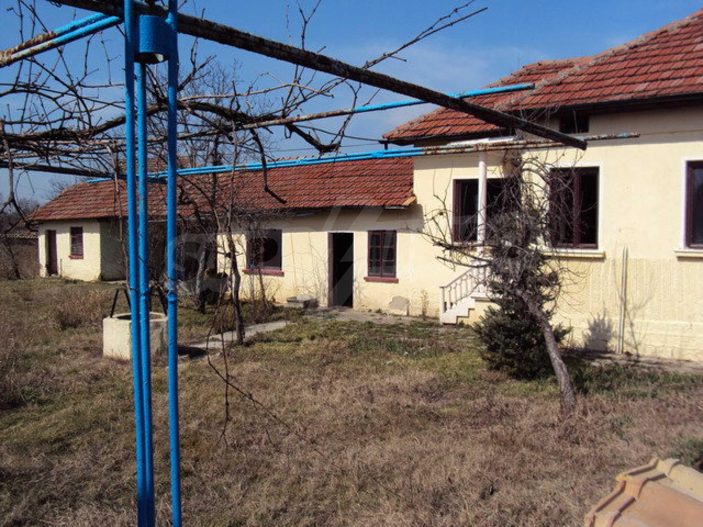 Einstöckiges Haus im Dorf Butovo 13