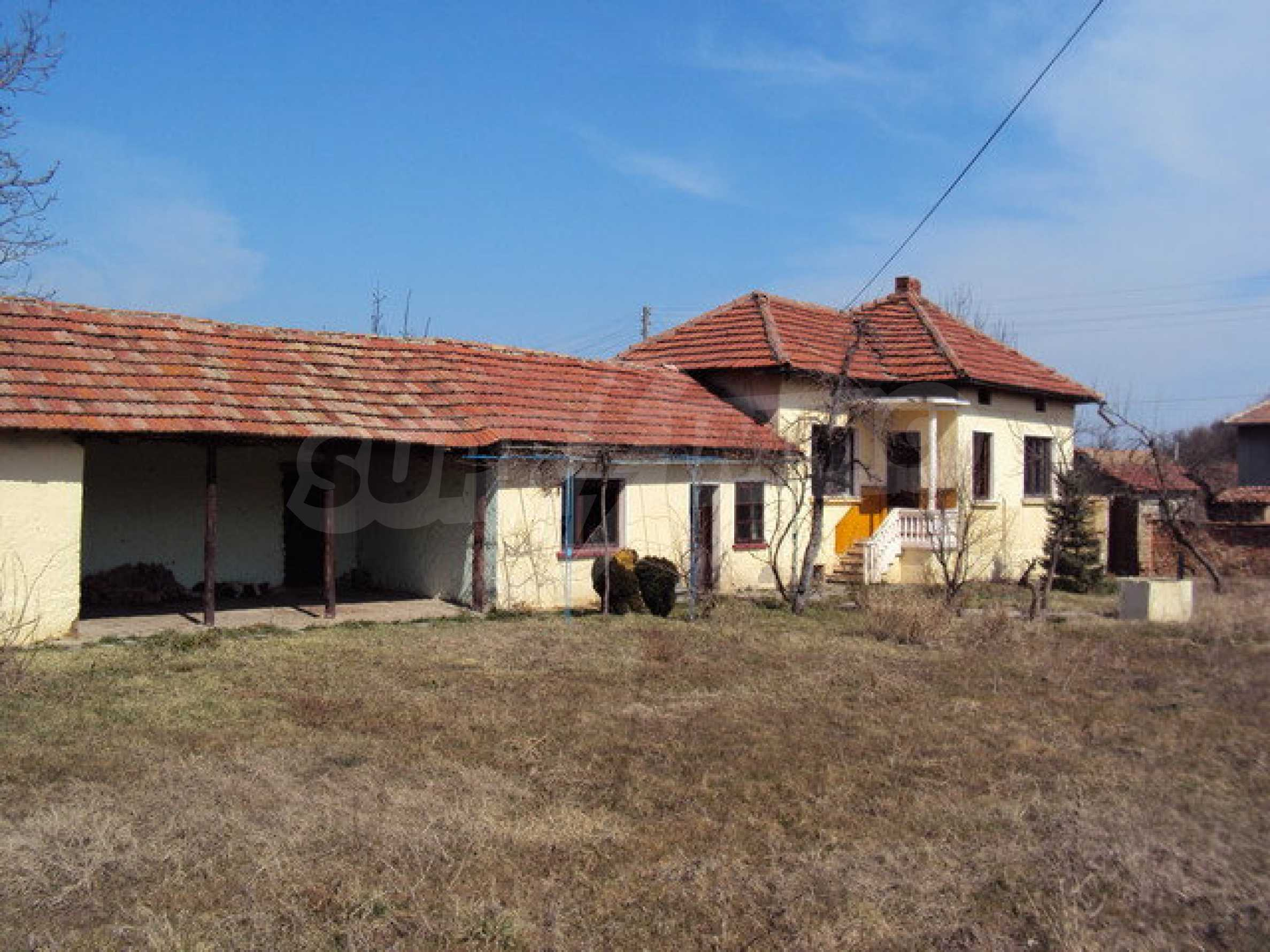 Einstöckiges Haus im Dorf Butovo 24