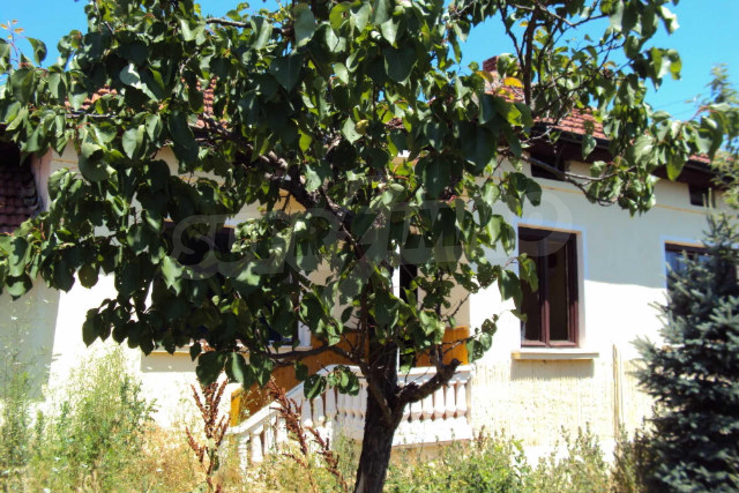 Einstöckiges Haus im Dorf Butovo 2
