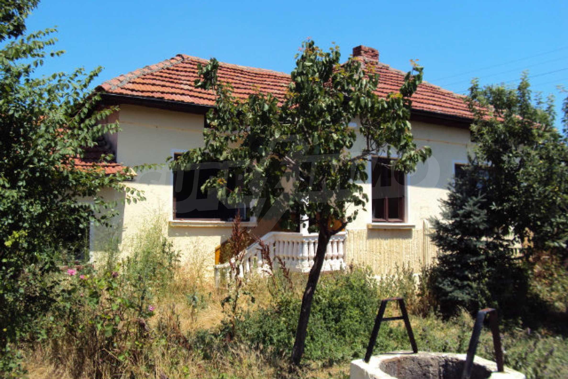 Einstöckiges Haus im Dorf Butovo 3