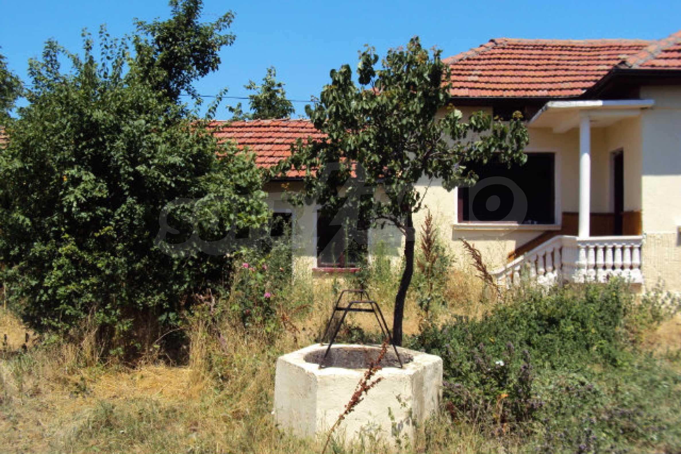 Einstöckiges Haus im Dorf Butovo 6