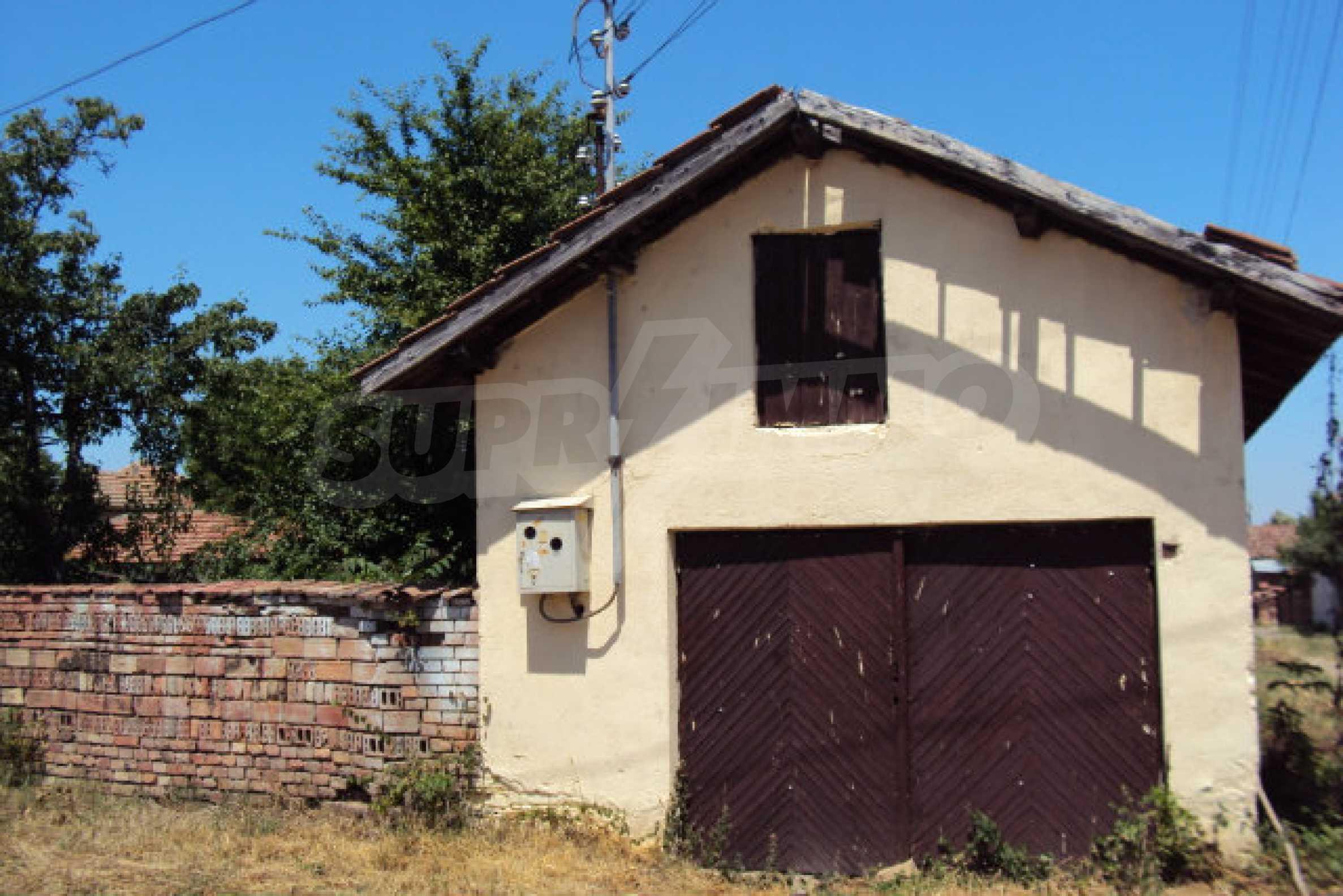 Einstöckiges Haus im Dorf Butovo 8