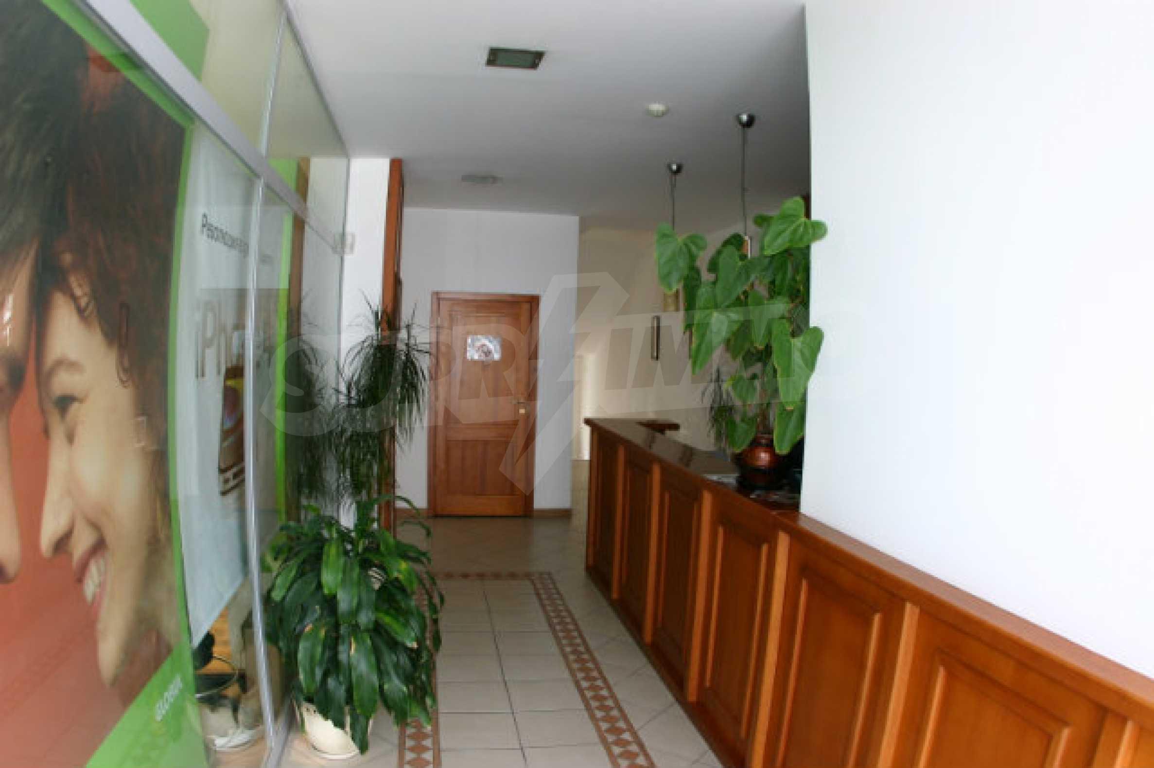 Three-storey hotel for sale in Bansko 1