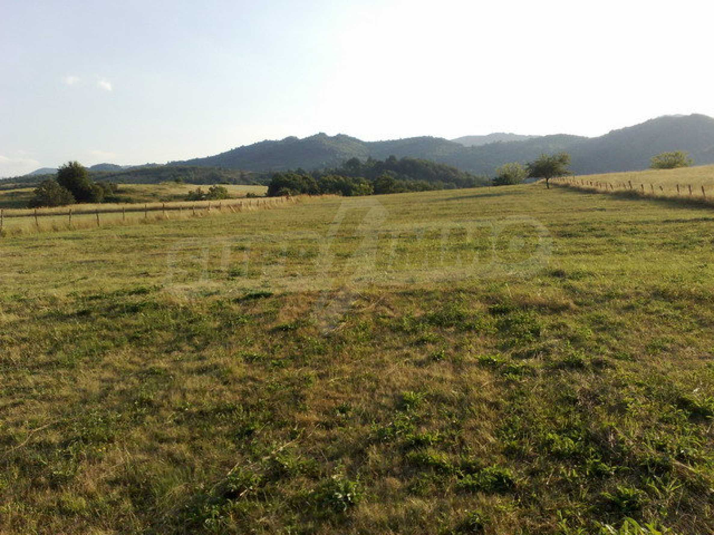 Plot with beautiful views in Apriltsi