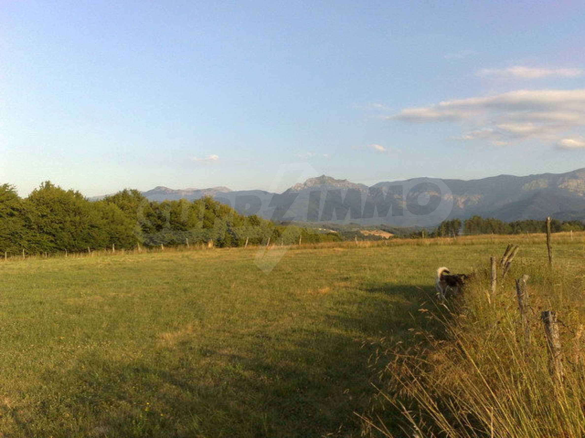 Plot with beautiful views in Apriltsi 1