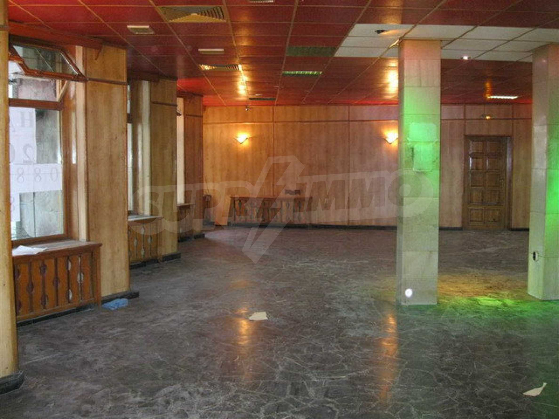 Commercial property on 3 levels for sale in Veliko Tarnovo  53