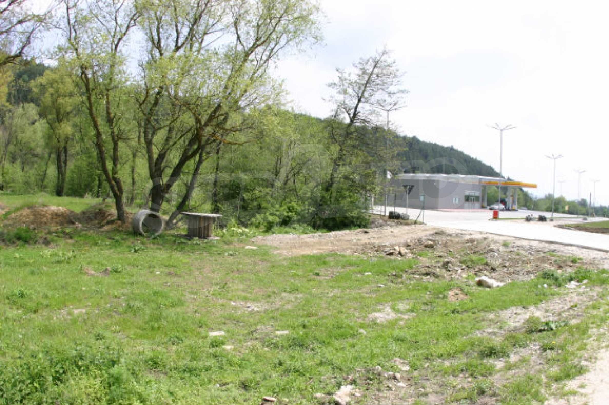 Geregeltes Grundstück zum Verkauf in der Nähe von Razlog 9