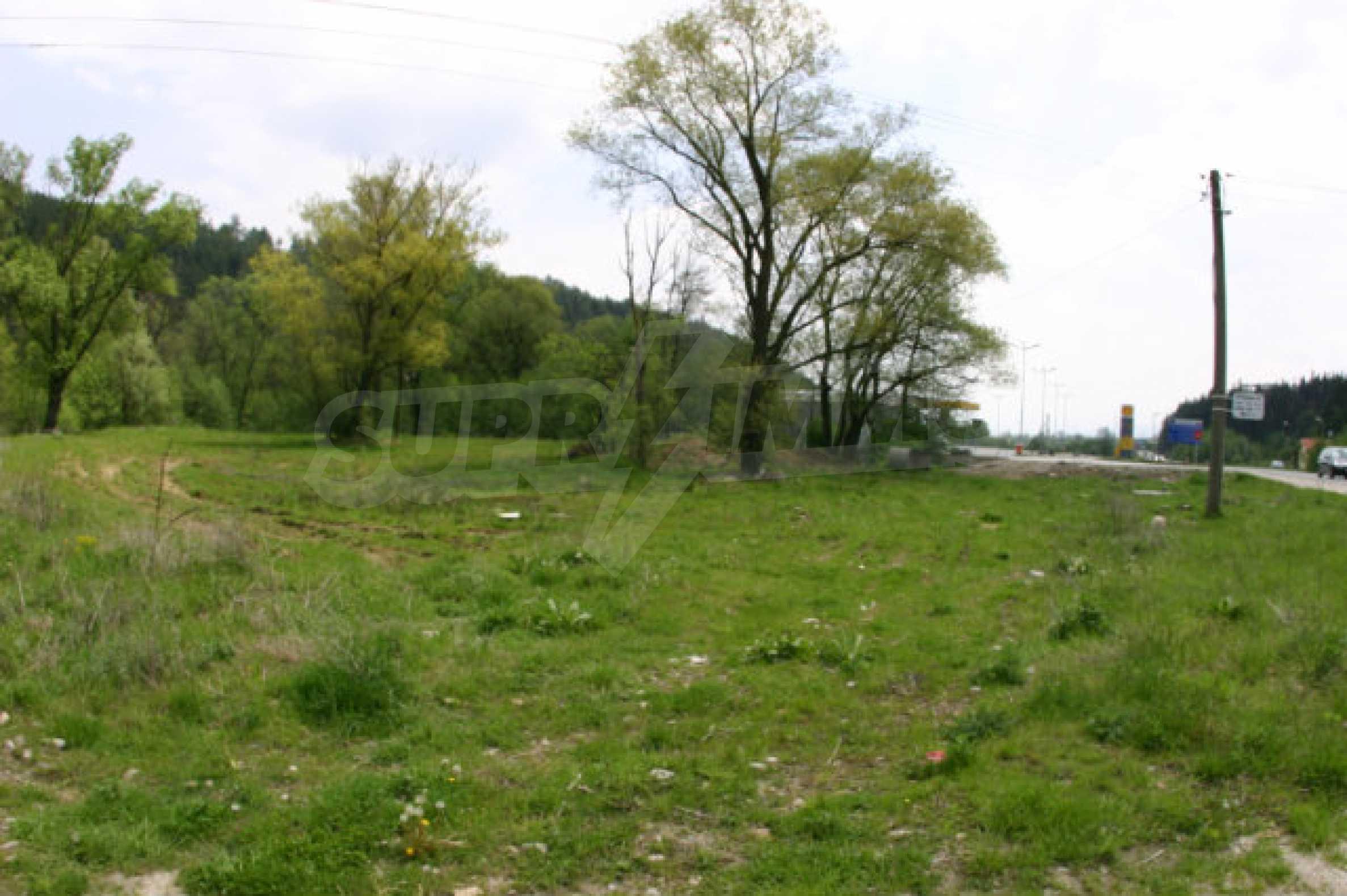 Geregeltes Grundstück zum Verkauf in der Nähe von Razlog 1