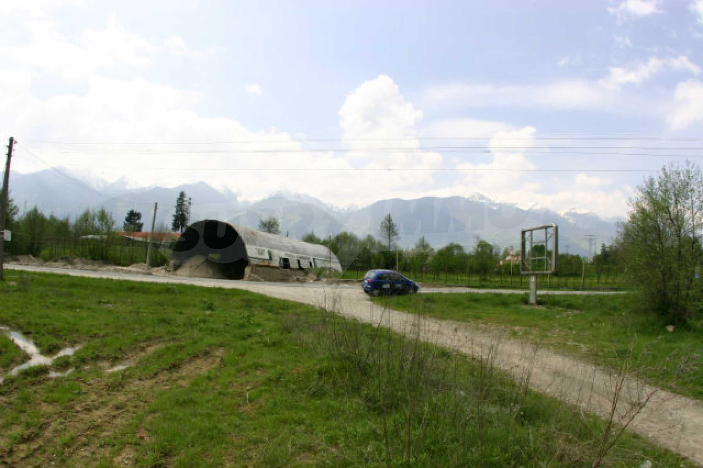 Geregeltes Grundstück zum Verkauf in der Nähe von Razlog 4