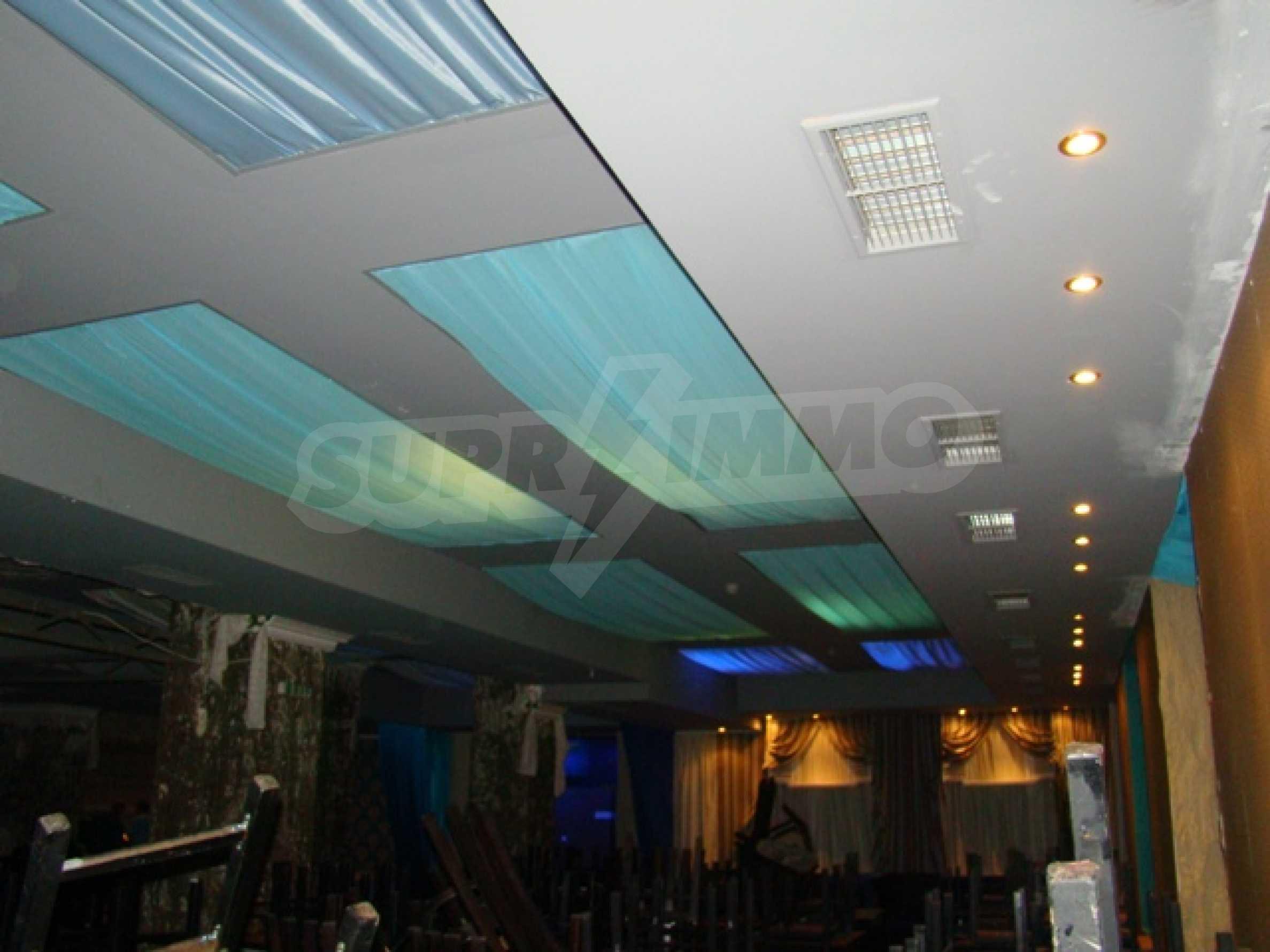Обустроенный ночной клуб в центре Софии 11