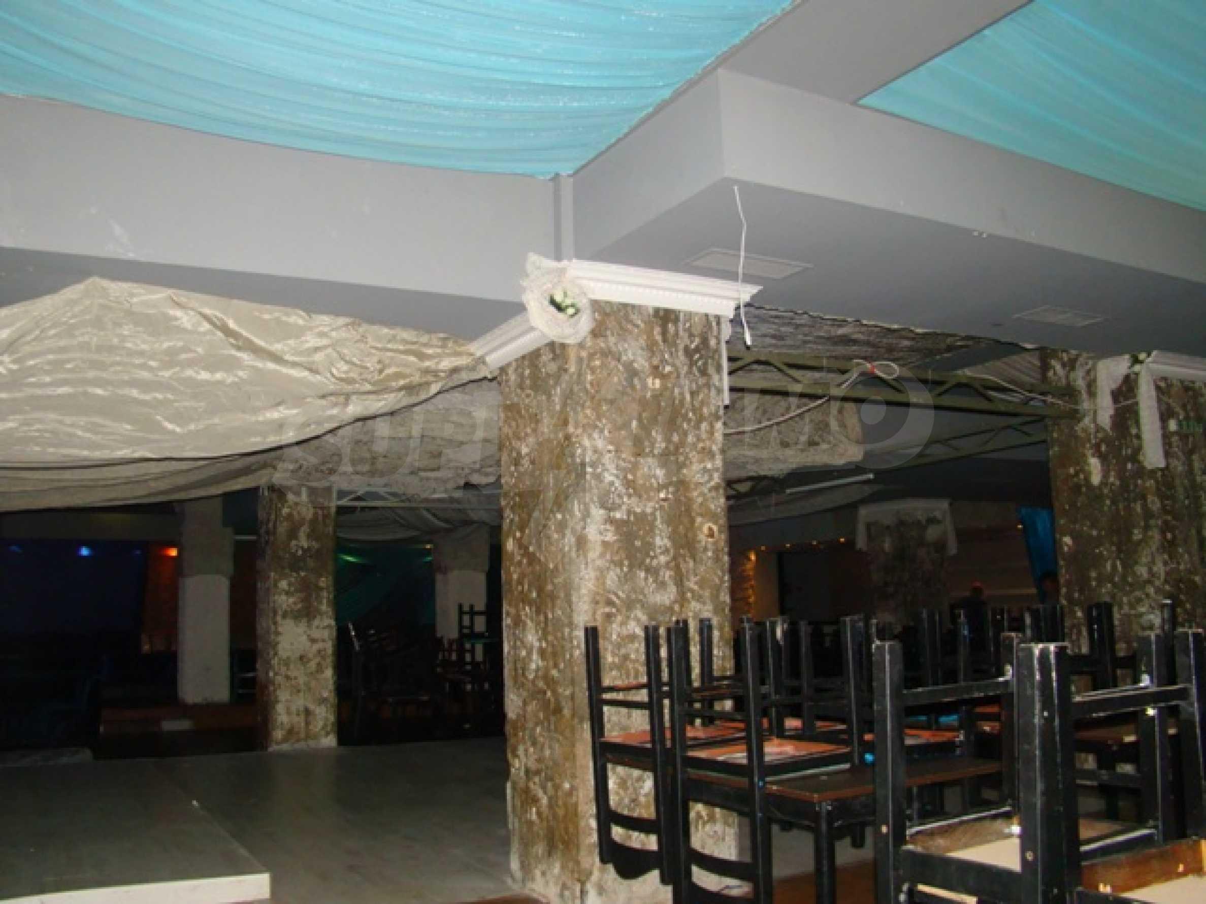 Обустроенный ночной клуб в центре Софии 12