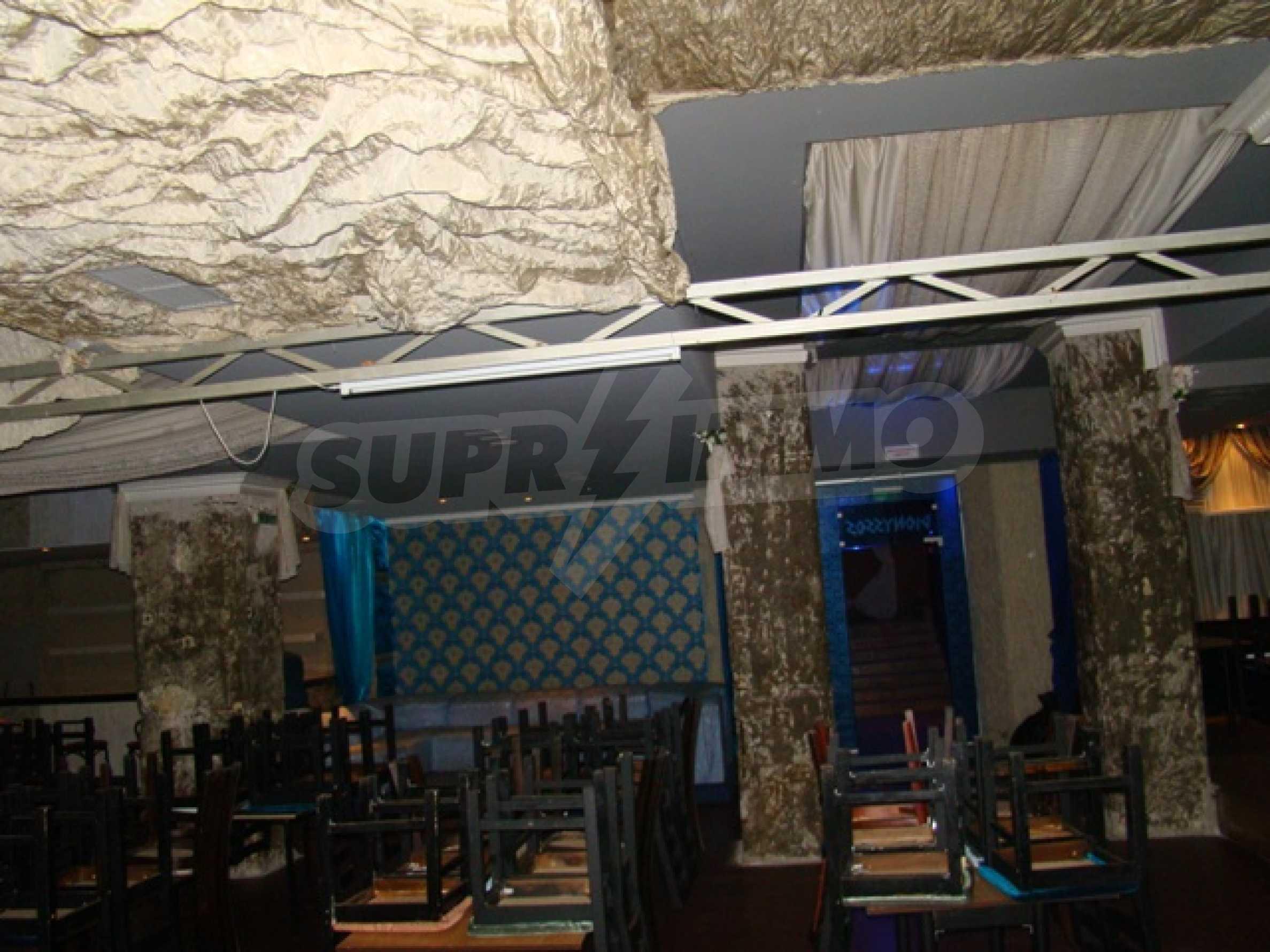 Обустроенный ночной клуб в центре Софии 14