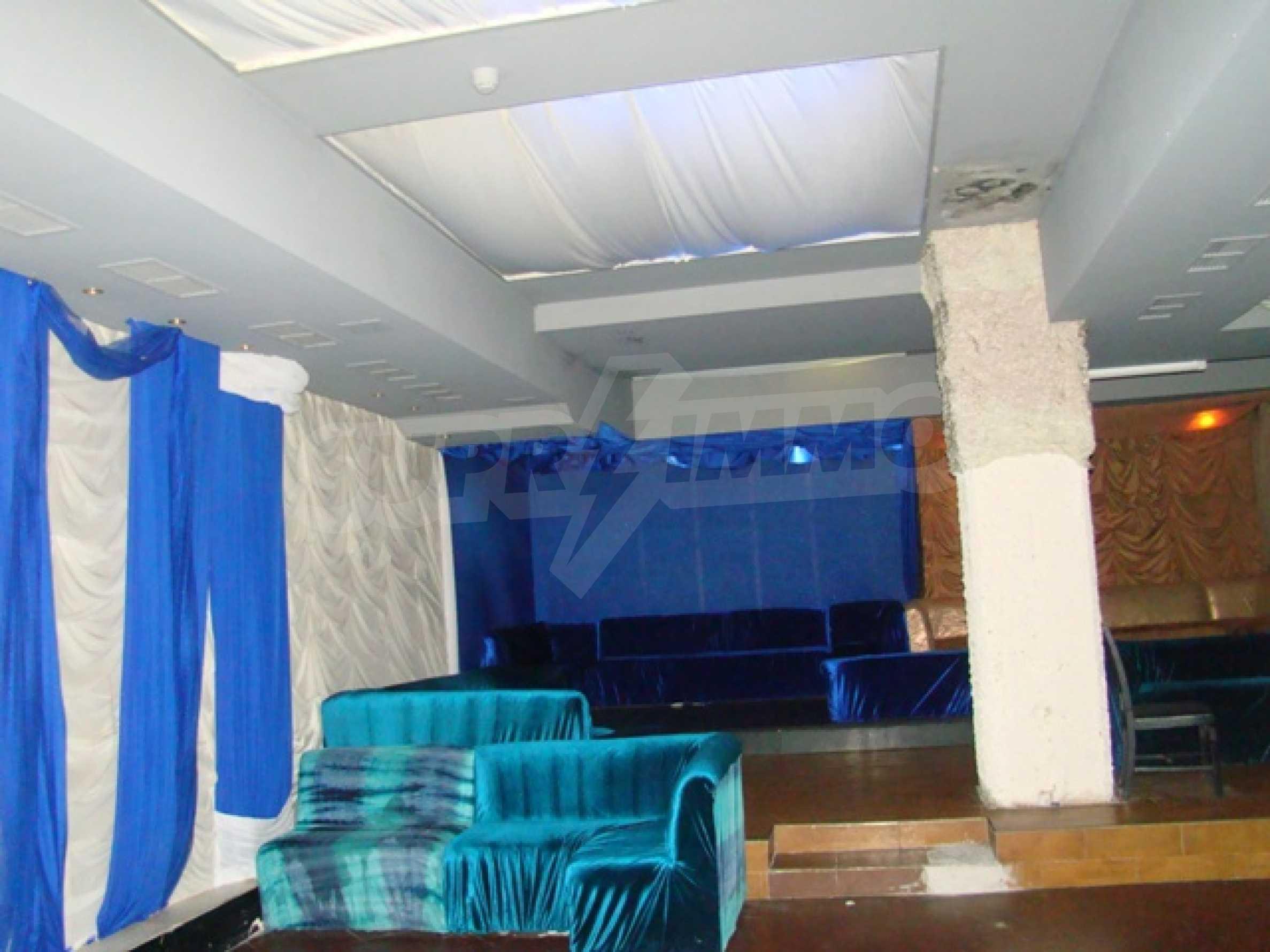 Обустроенный ночной клуб в центре Софии 16
