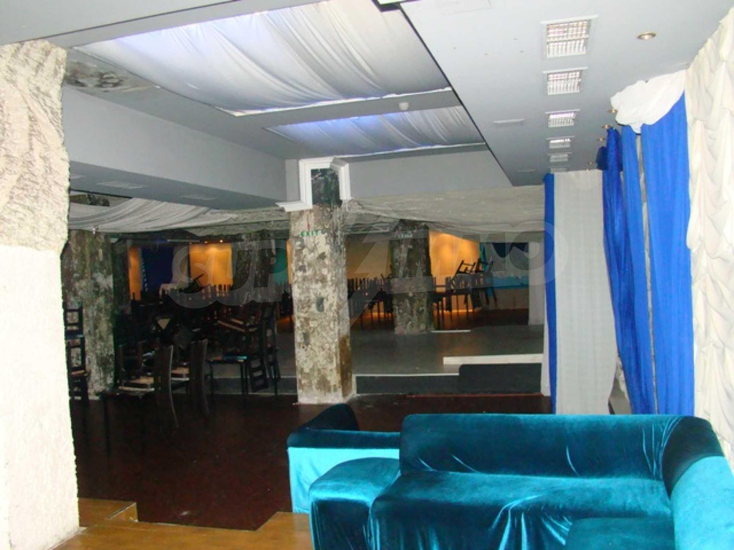 Обустроенный ночной клуб в центре Софии 19