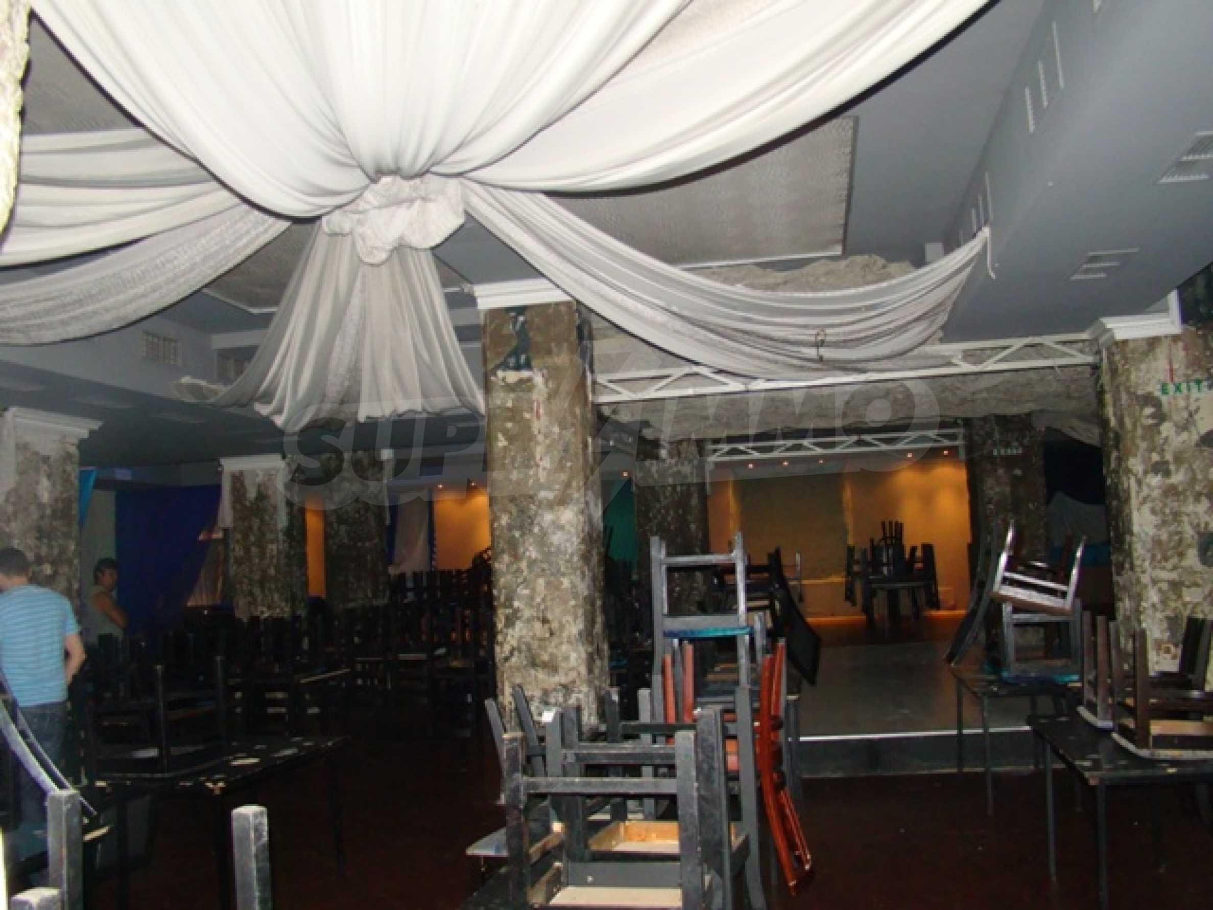 Обустроенный ночной клуб в центре Софии 23