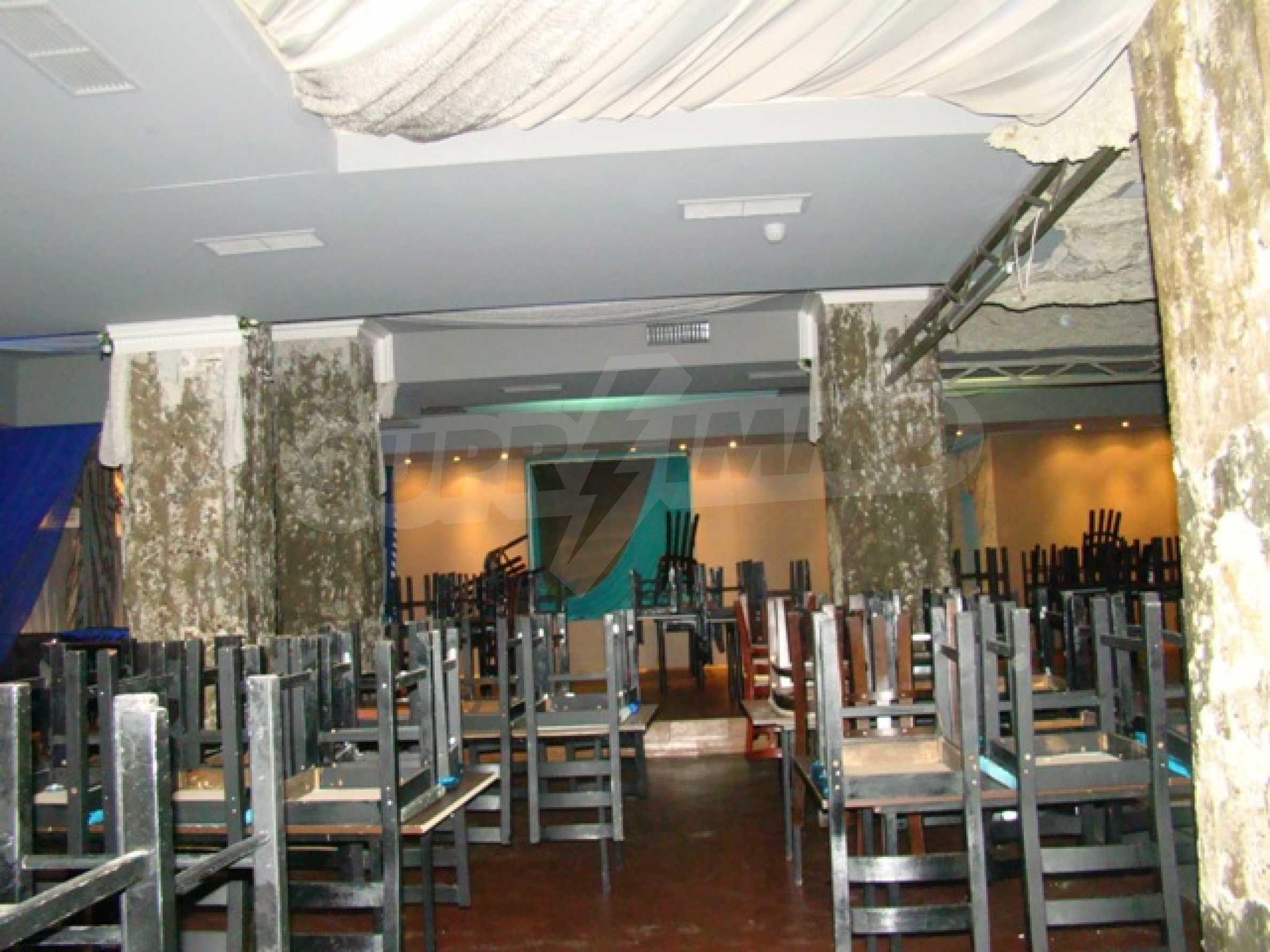 Обустроенный ночной клуб в центре Софии 26