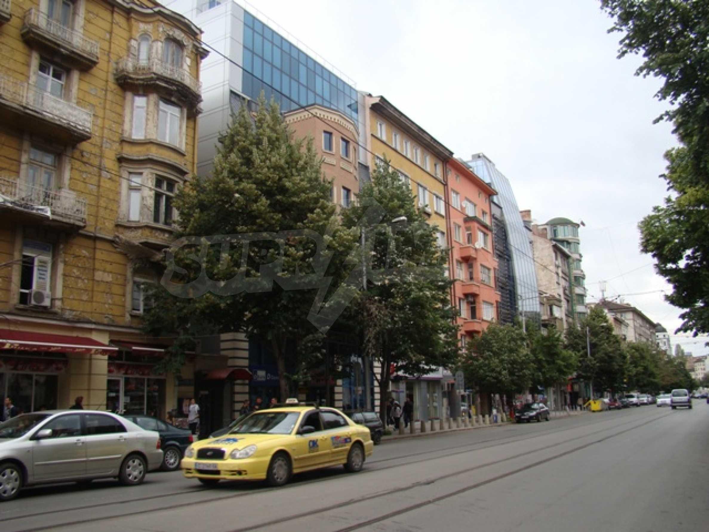 Обустроенный ночной клуб в центре Софии 2